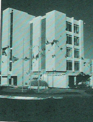 An office block damaged 1972Nicaraguaquake3.jpg