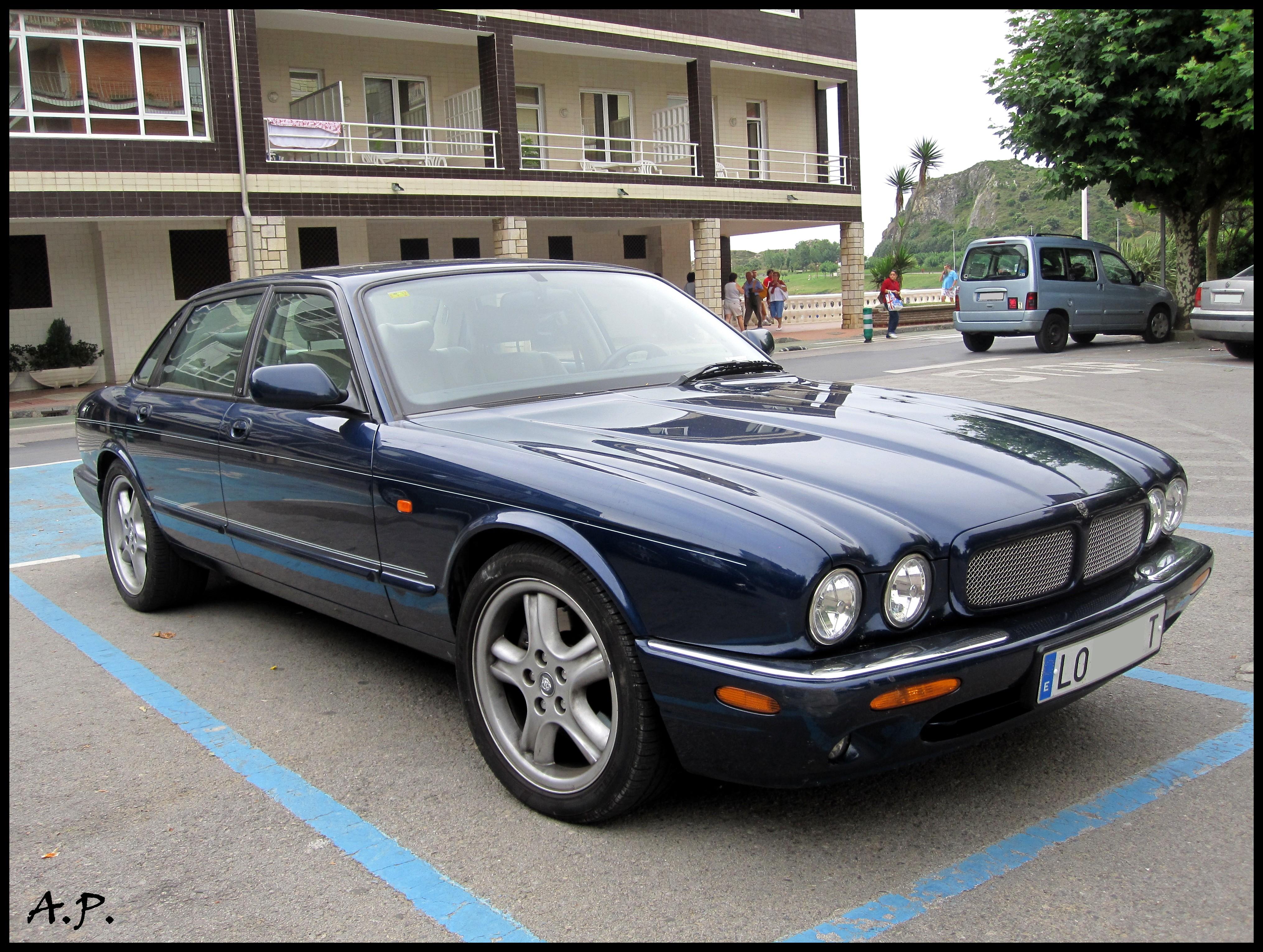 File:1999 Jaguar XJR (4986452743)
