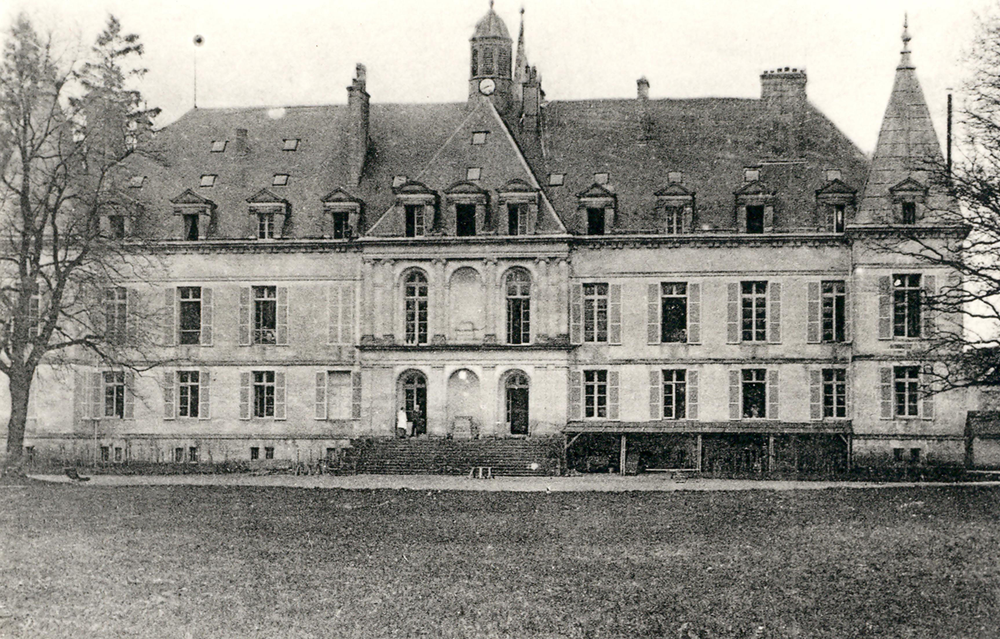 File a 1915 postcard view of the ch teau d 39 arc en barrois for 51 haute marne