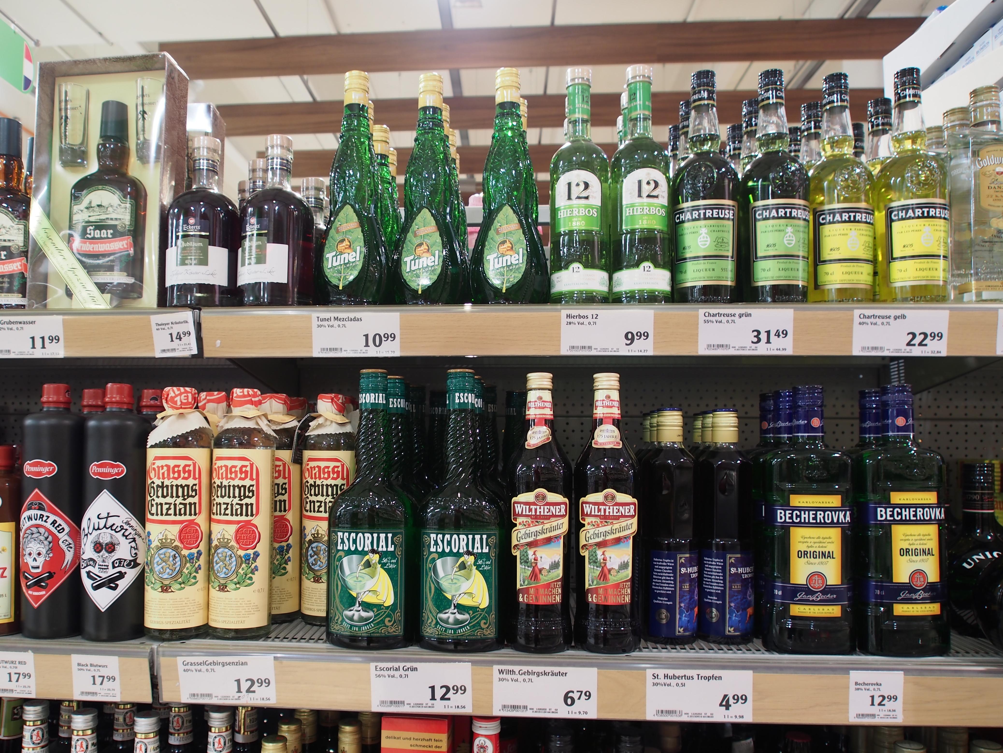 File:Alkoholische Getränke, Globus Saarbrücken, Bild 2.JPG ...