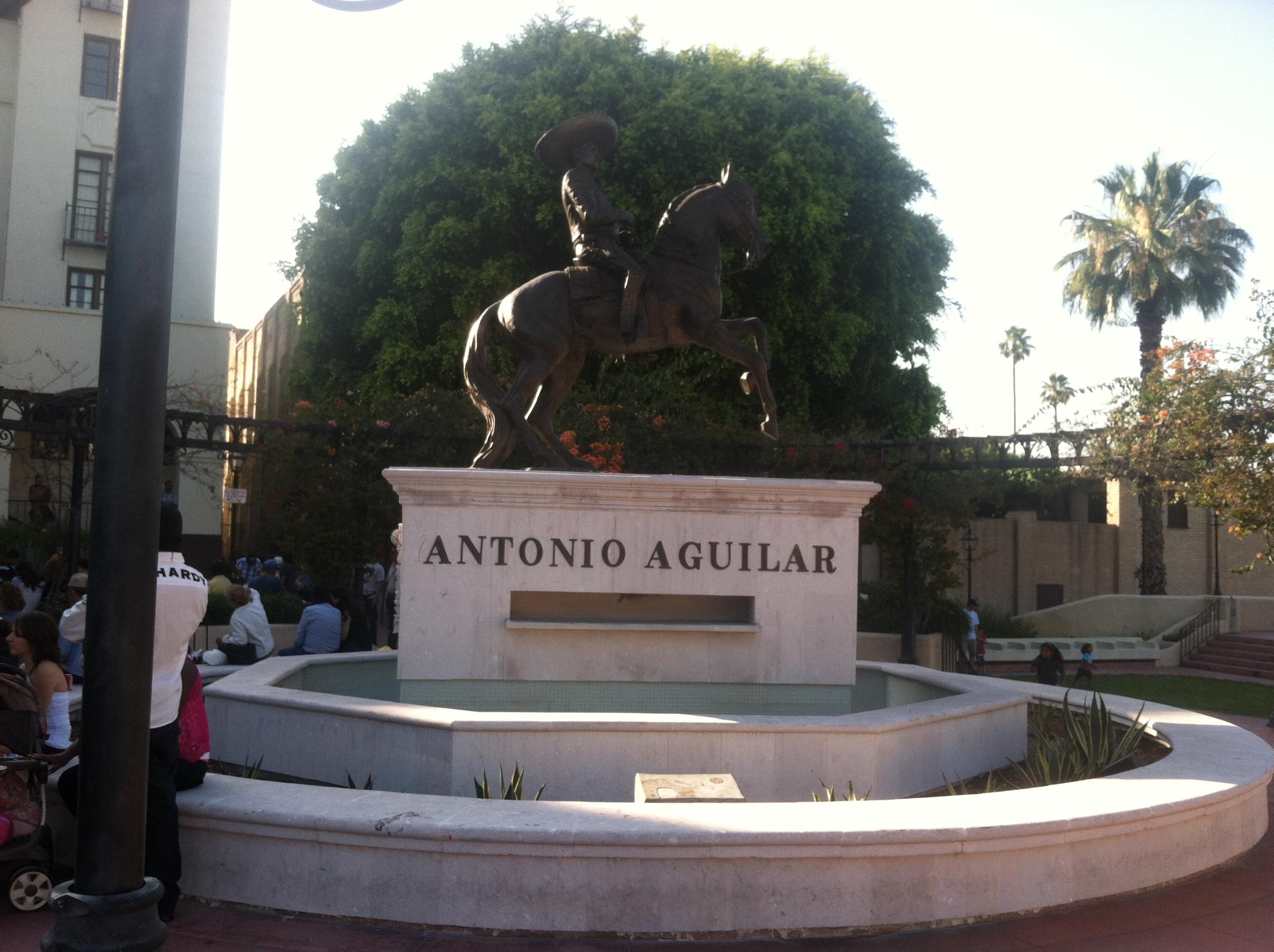Estatua a caballo en La Placita Olvera de Los Angeles, CA. USA