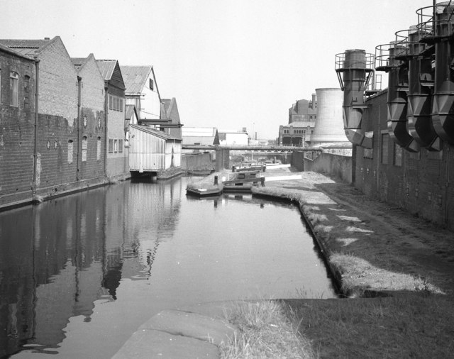 Aston Locks, Birmingham and Fazeley Canal - geograph.org.uk - 420455