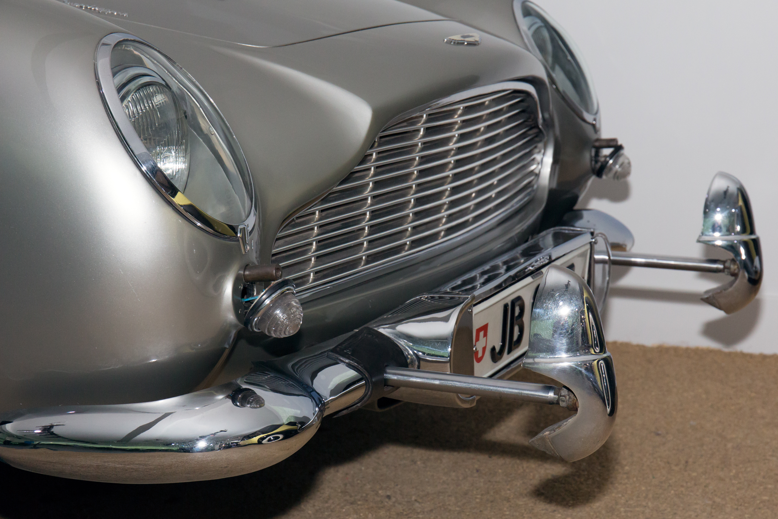 File Aston Martin Db5 Goldfinger Front Gadgets National Motor