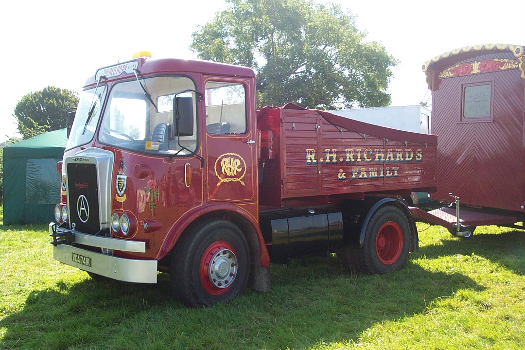 Atkinson ballast tractor. Image from wikipedia