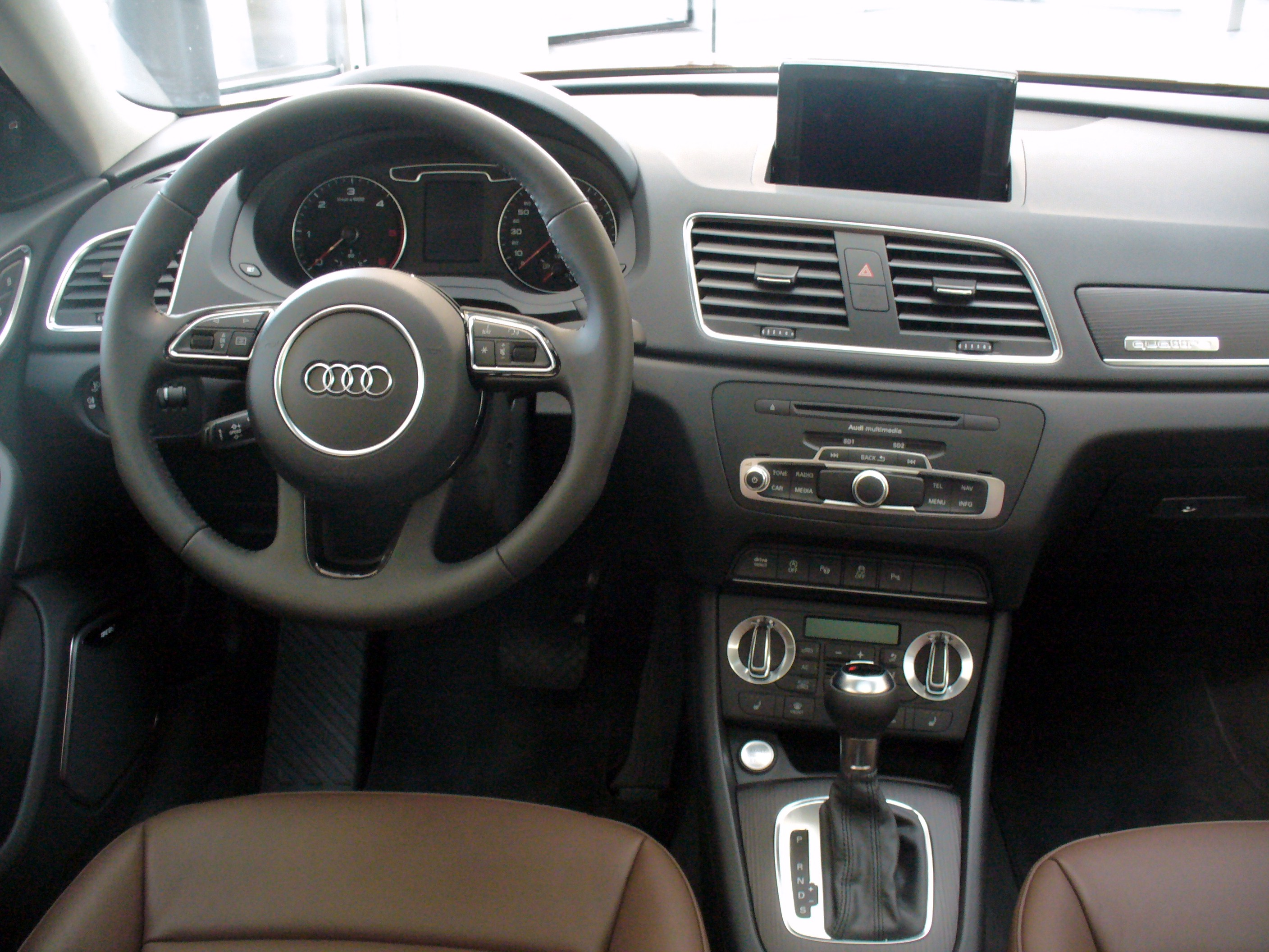 file audi q3 2 0 tdi quattro s tronic samoaorange interieur jpg wikimedia commons. Black Bedroom Furniture Sets. Home Design Ideas
