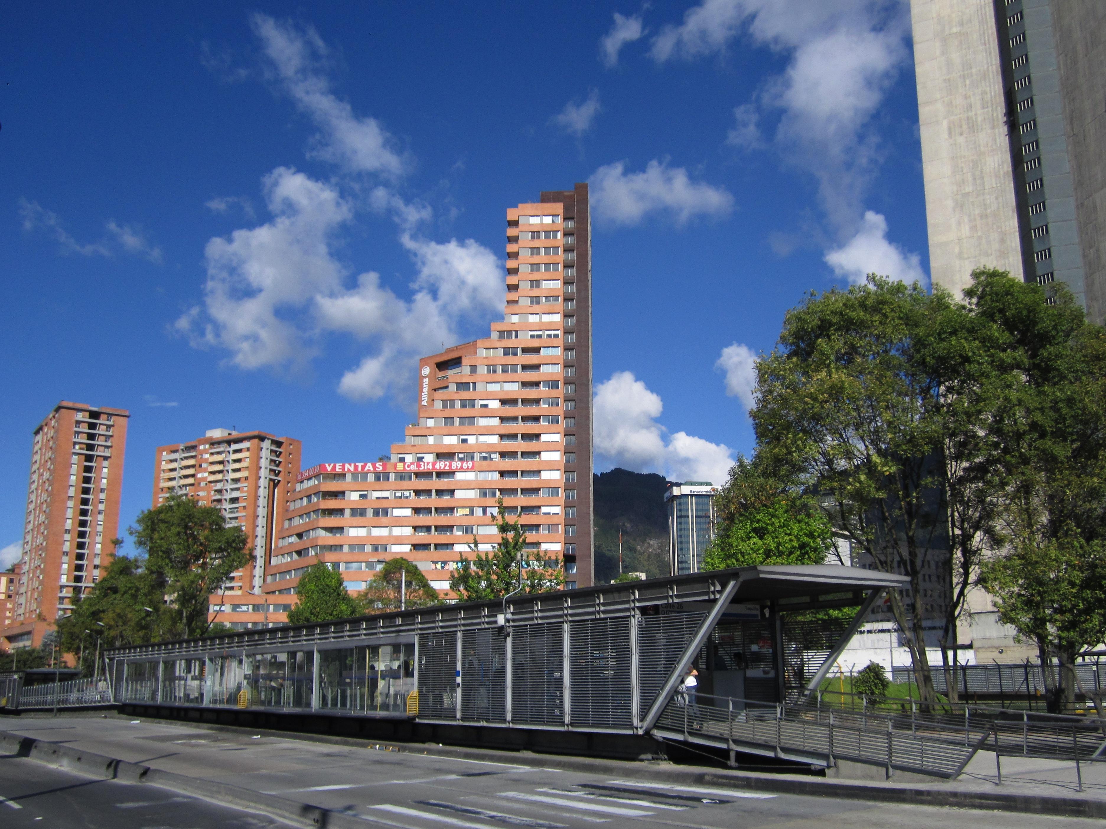 Archivo Avenida Caracas Estacion Transmilenio Calle 26 Jpg Wikipedia La Enciclopedia Libre