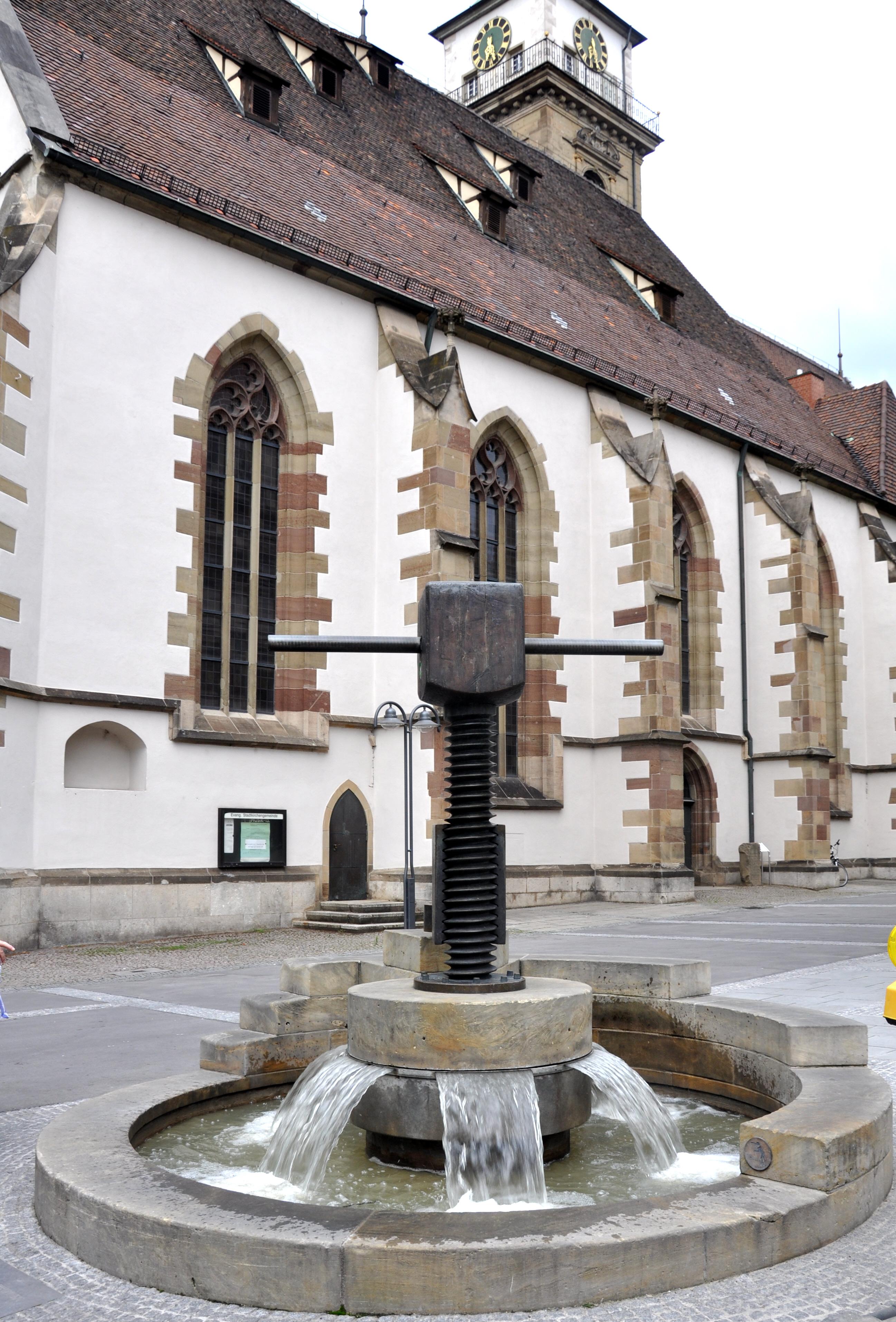 File:Bad Cannstatt Marktstraße Brunnen mit Weinpresse.jpg