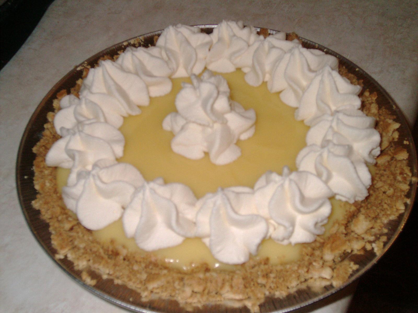 Description Banana cream pie with whipped cream, September 2009.jpg