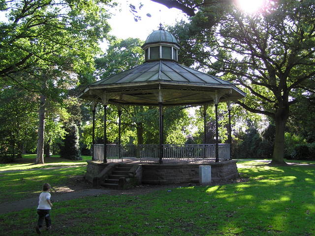 Bandstand, Queen's Park, Crewe - geograph.org.uk - 247621