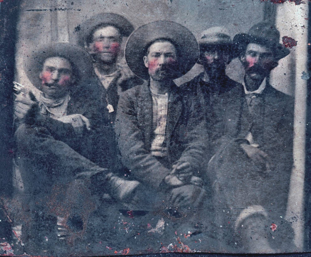 Billy the Kid et Pat Garret en 1880 par Unknown author / Public domain