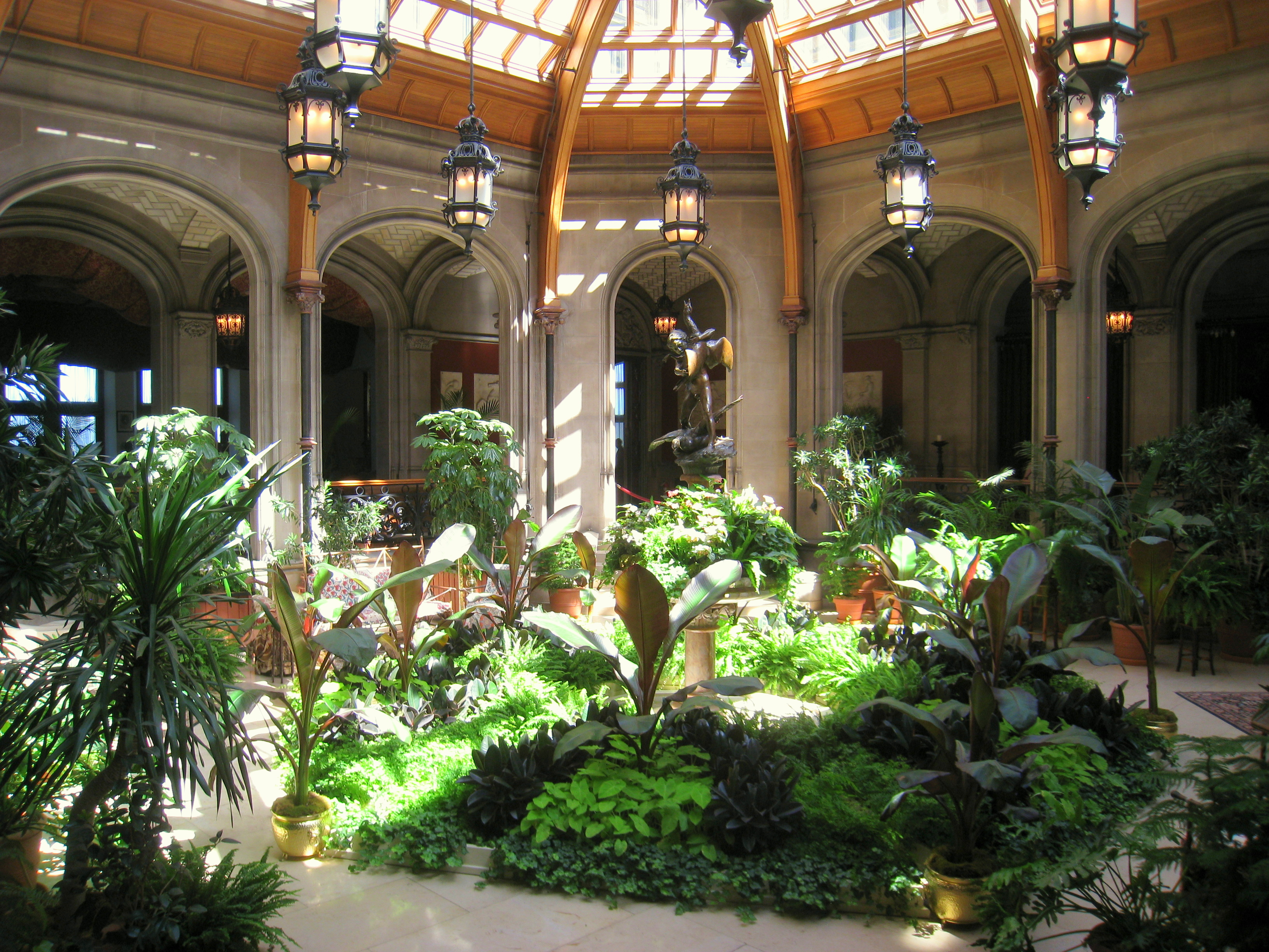 File biltmore estate interior garden jpg wikimedia commons for Interior garden design