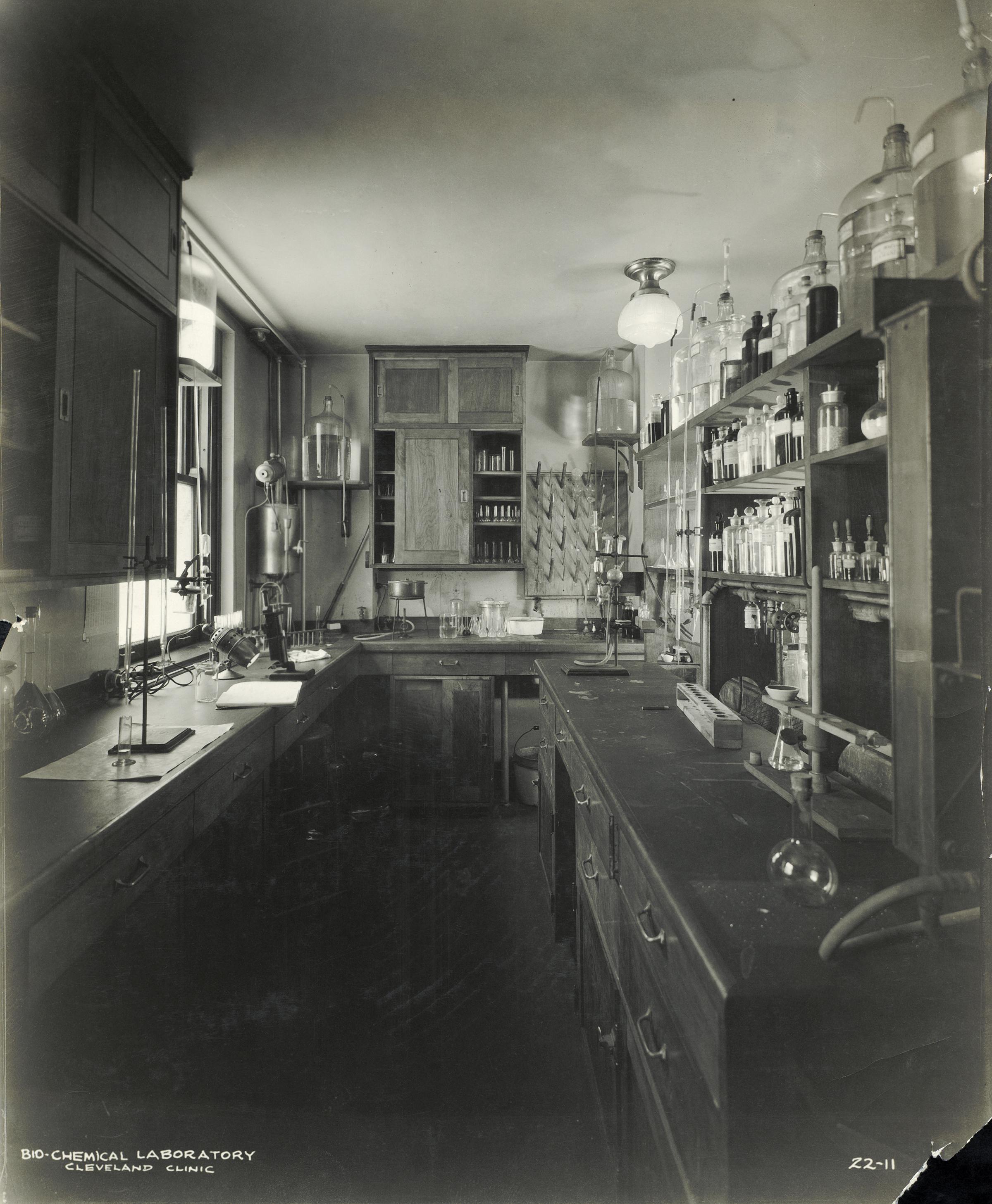 File:Biochemical Lab 1921 A0422a jpg - Wikimedia Commons