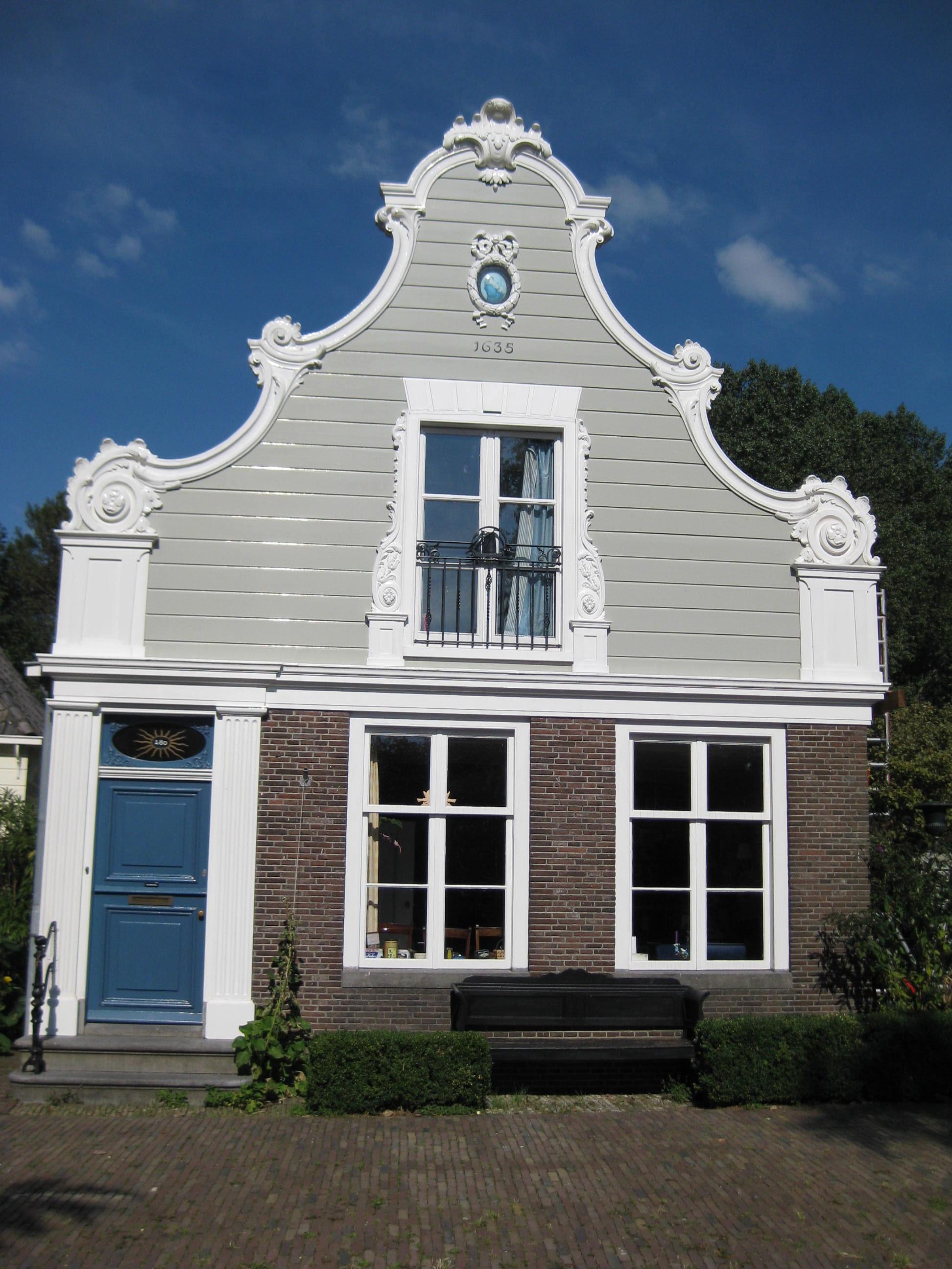 Houten dijkhuis met klokgevel in lodewijk xv stijl uit circa 1760 bakstenen onderpui uit circa - Garderobe stijl van lodewijk xv ...