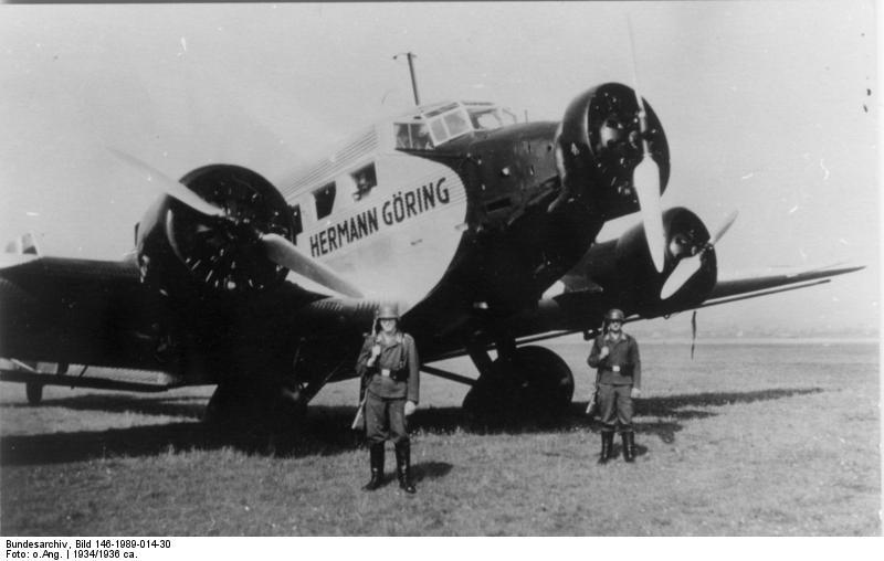 Bundesarchiv Bild 146-1989-014-30, Flugzeug Junkers Ju 52 Bundesarchiv, Bild 146-1989-014-30 / CC-BY-SA 3.0, CC BY-SA 3.0 DE <https://creativecommons.org/licenses/by-sa/3.0/de/deed.en>, via Wikimedia Commons