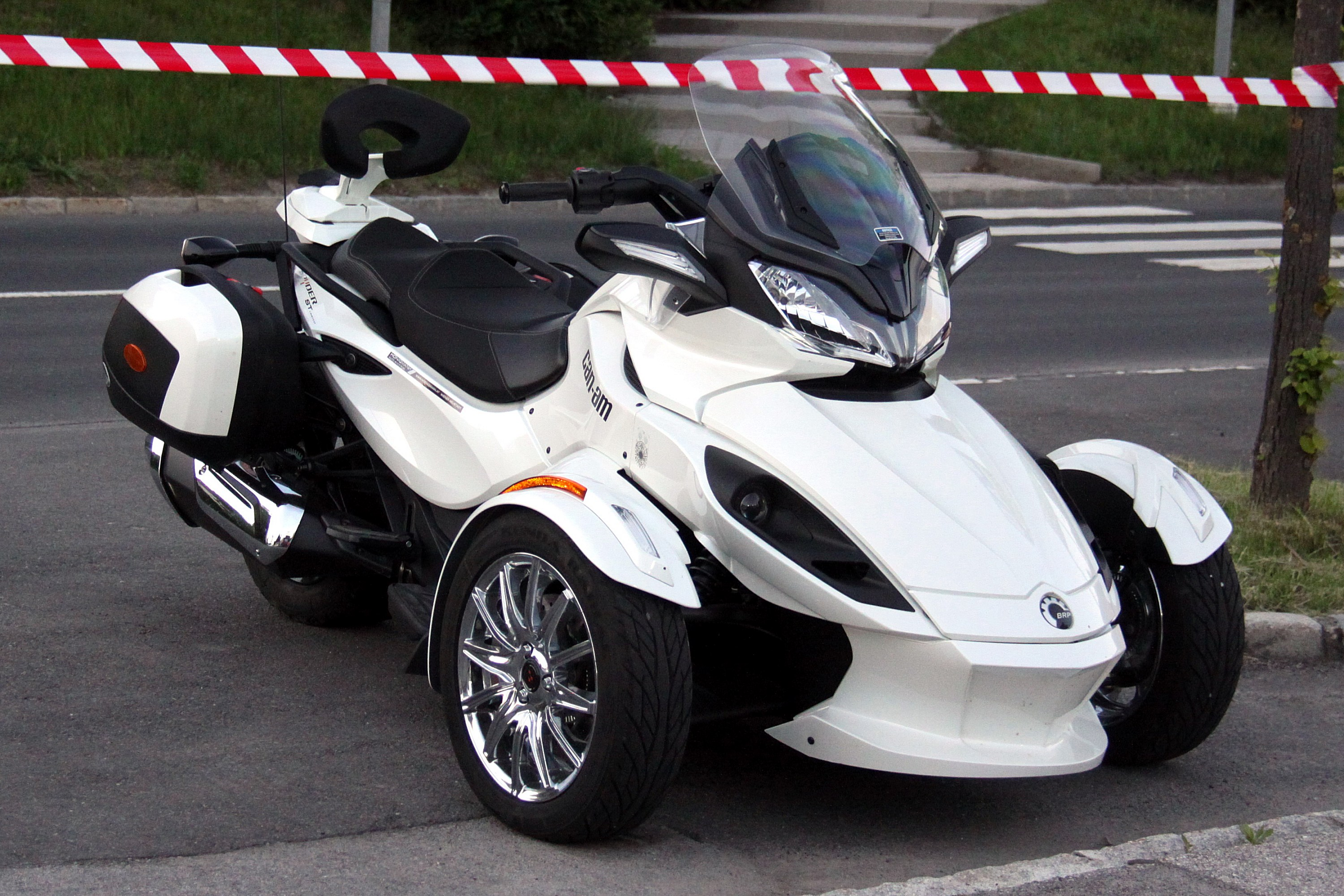 18733963349bff File:Can-Am Spyder ST (02).jpg - Wikimedia Commons