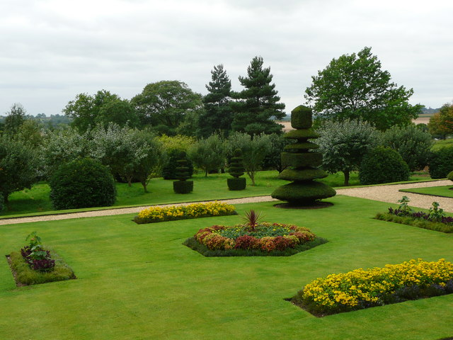 Canons Ashby - the garden looking away from the house - geograph.org.uk - 1515364
