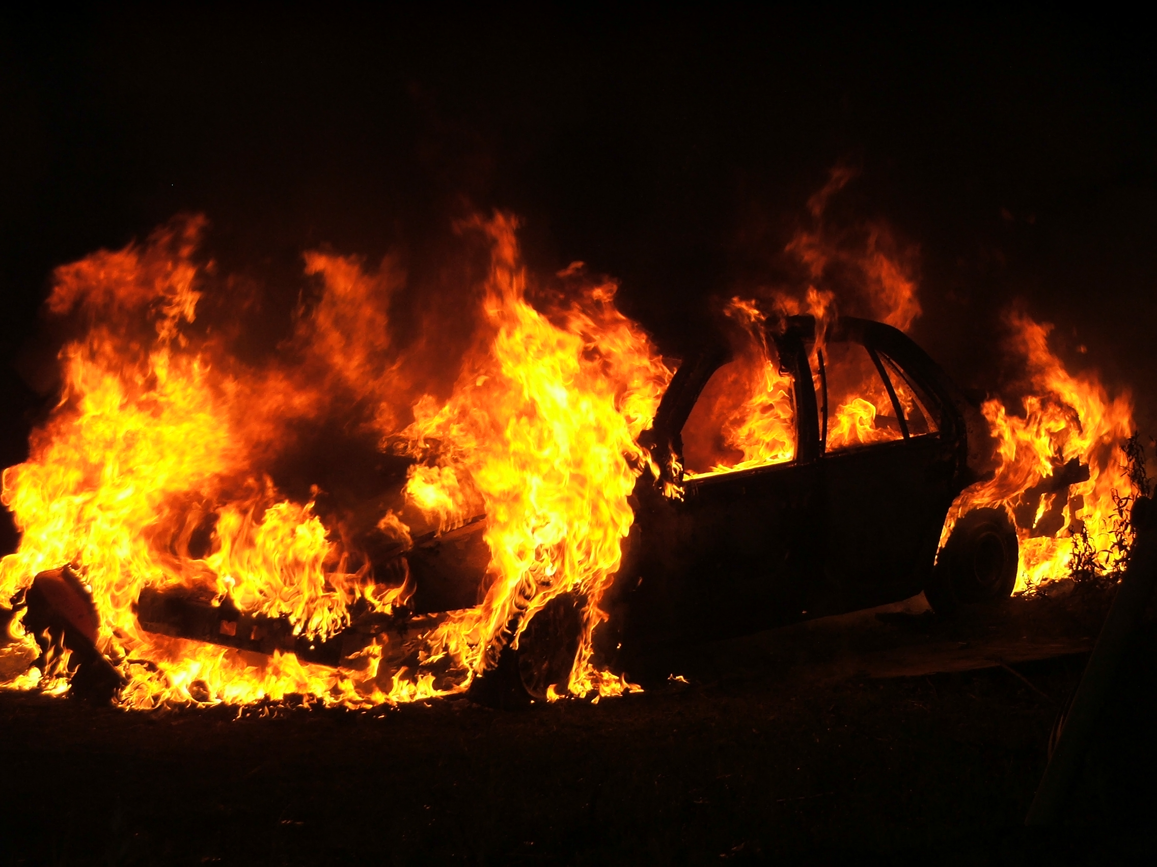 File:Car fire in Lancaster (2005).jpg - Wikimedia Commons