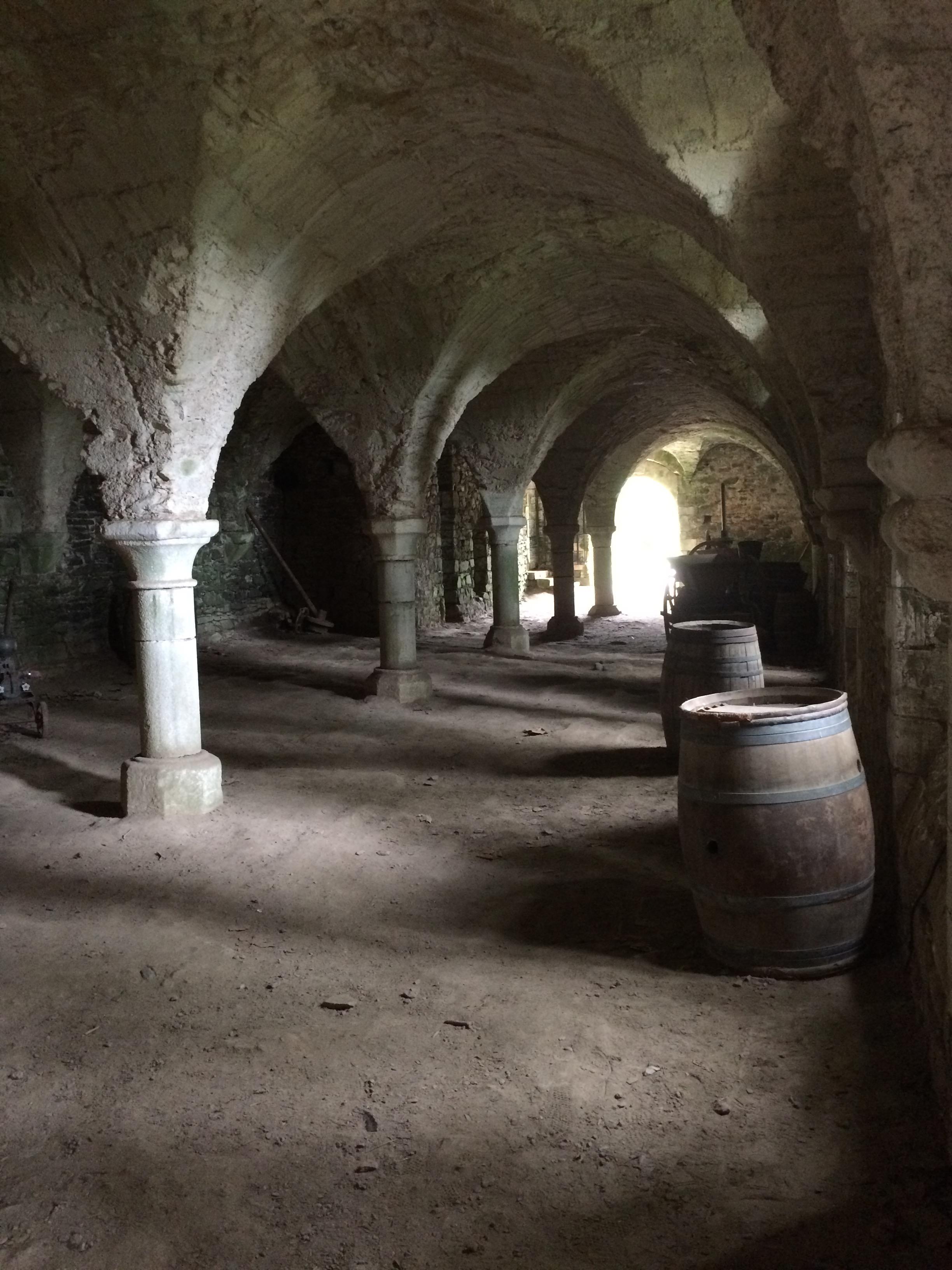 Stockage De Vin file:cave stockage du vin - abbaye de beauport - wikimedia commons