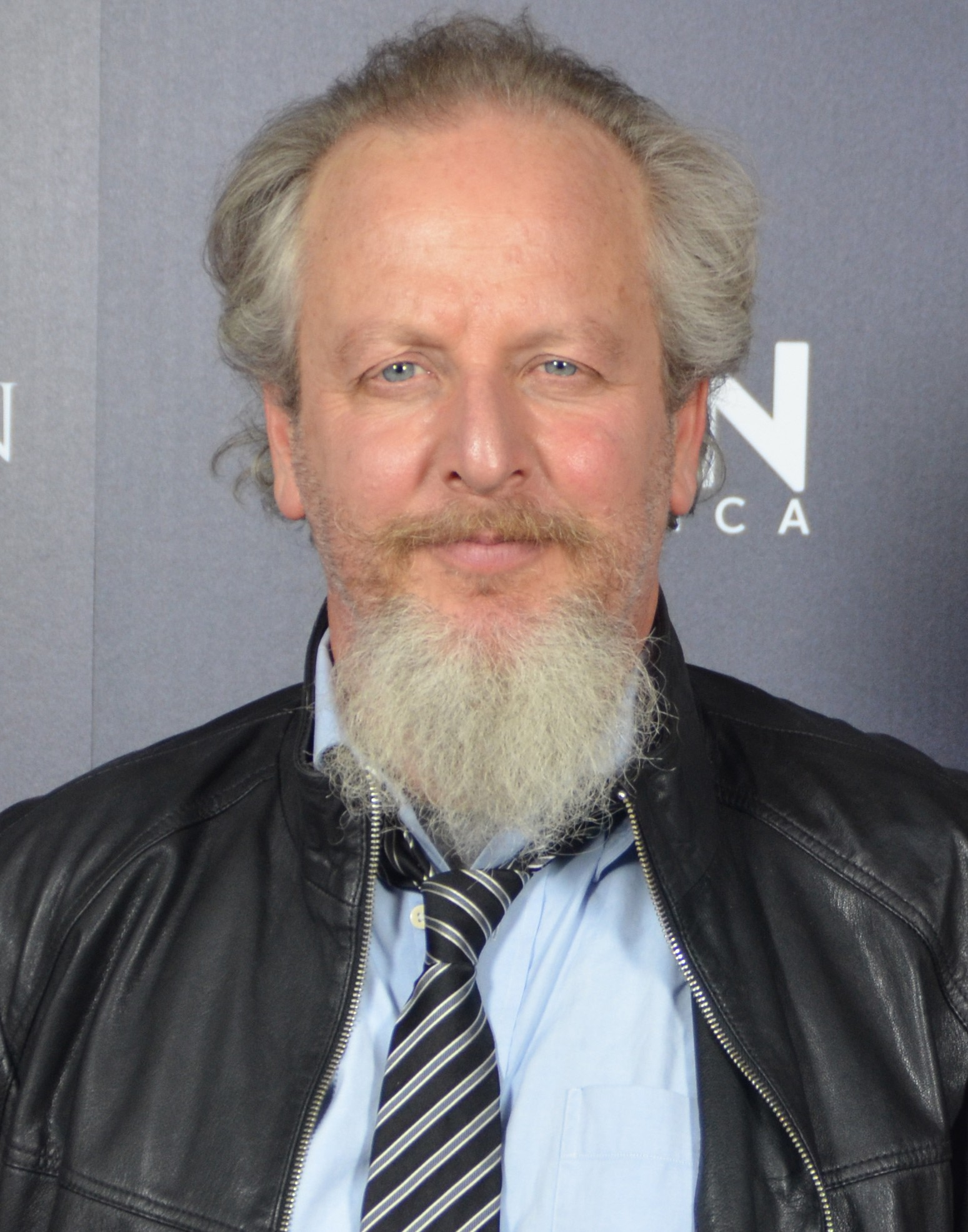 The 61-year old son of father (?) and mother(?) Daniel Stern in 2018 photo. Daniel Stern earned a  million dollar salary - leaving the net worth at 12 million in 2018