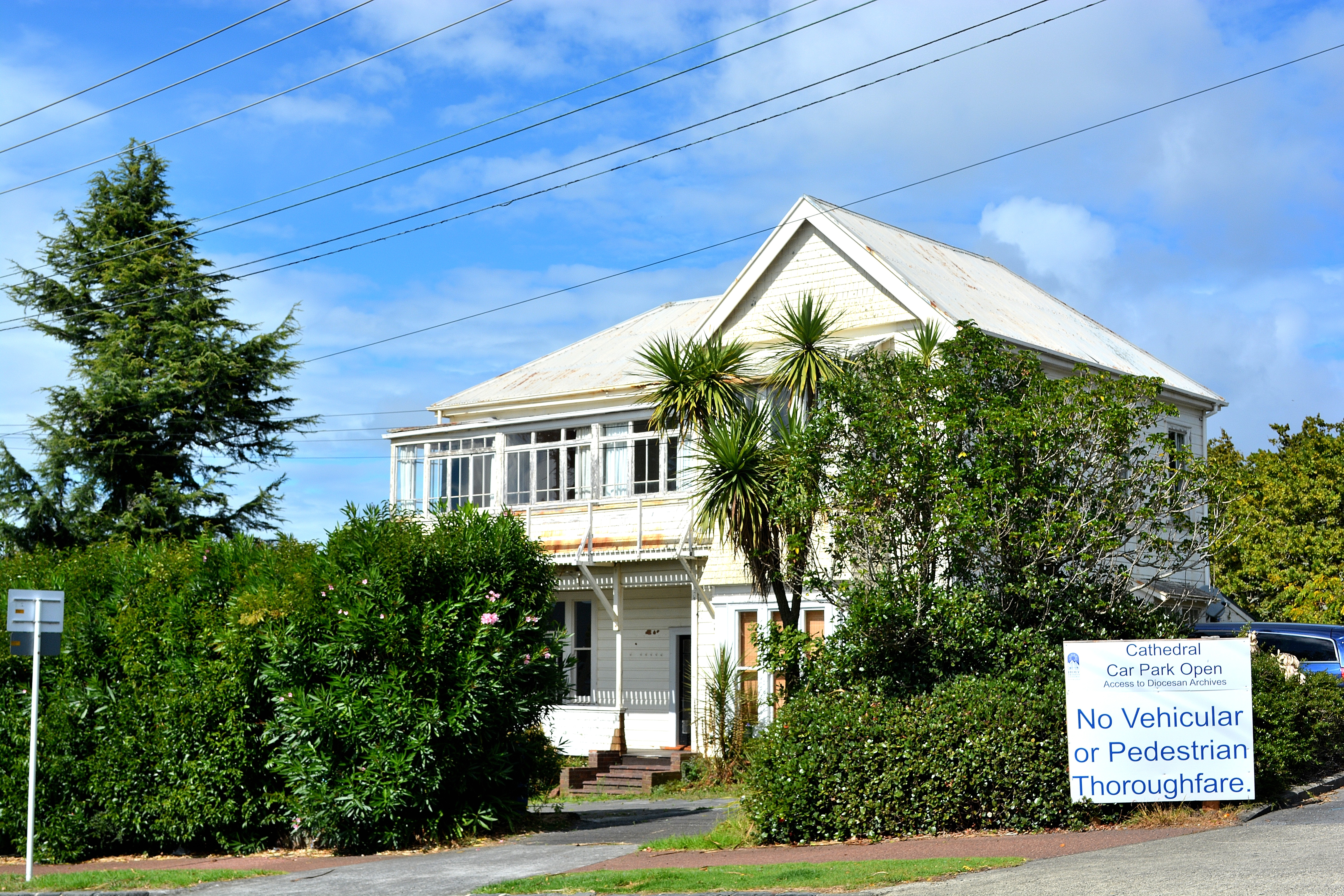 File:Derelict House Parnell,Auckland.New Zealand