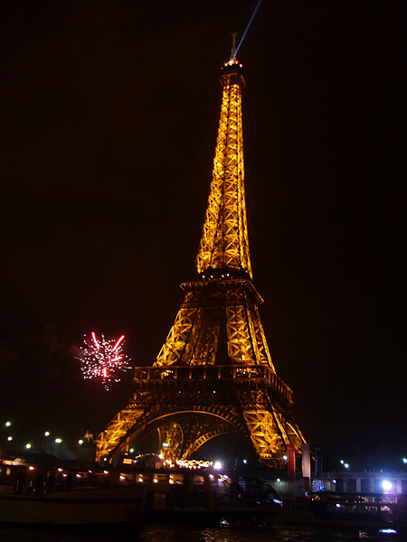 file eiffel tower paris france at new years eve wikimedia commons. Black Bedroom Furniture Sets. Home Design Ideas