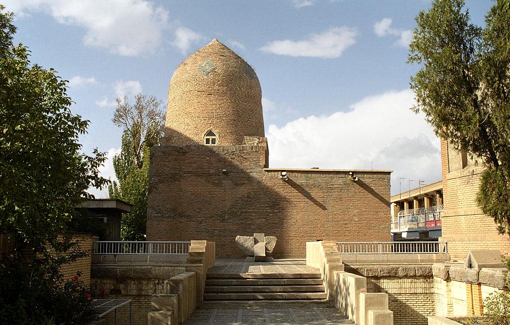 Hamadan_-_Mausoleum_of_Esther_and_Mordec