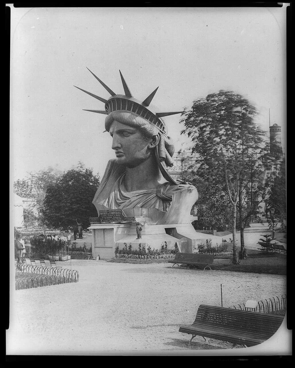 Head of Statue of Liberty on display in park in Paris LCCN97502744.jpg