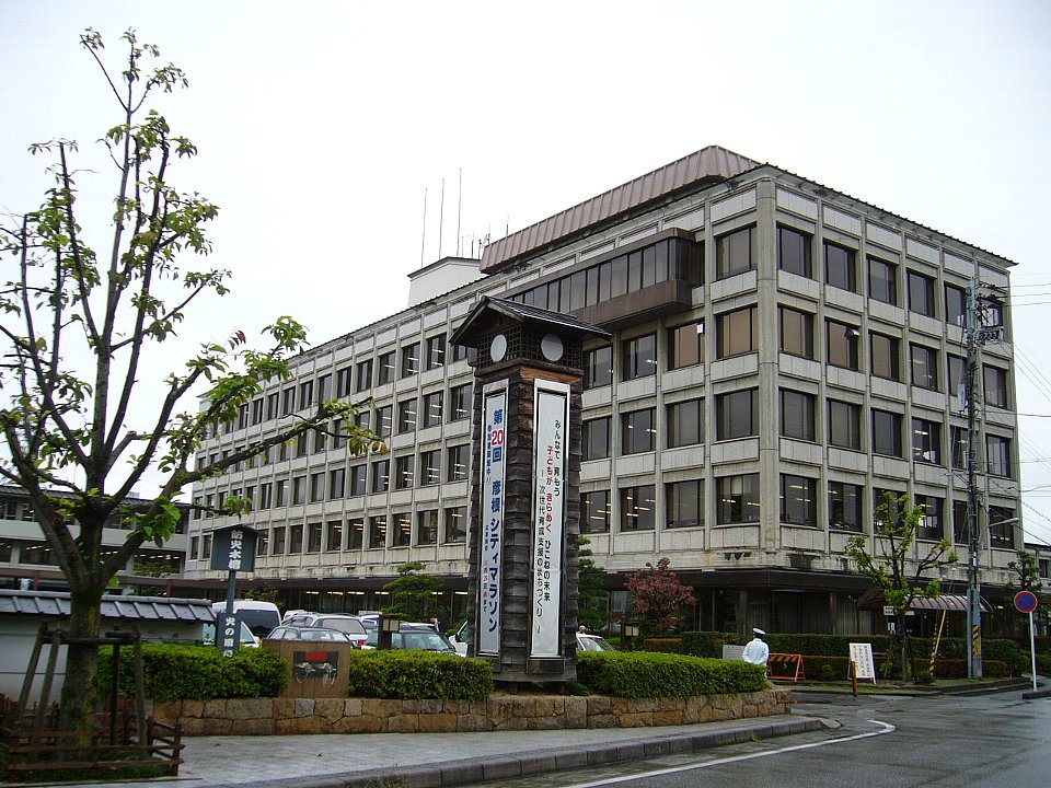 http://upload.wikimedia.org/wikipedia/commons/5/51/Hikone_City_Hall.jpg