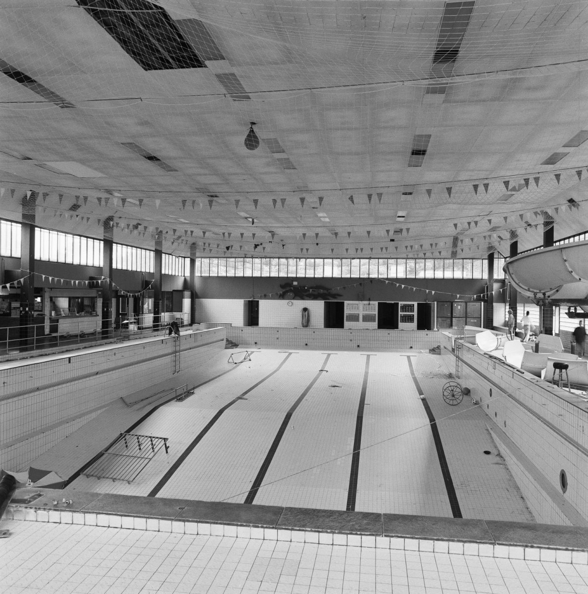 file interieur overzicht zwembad haarlem 20279638
