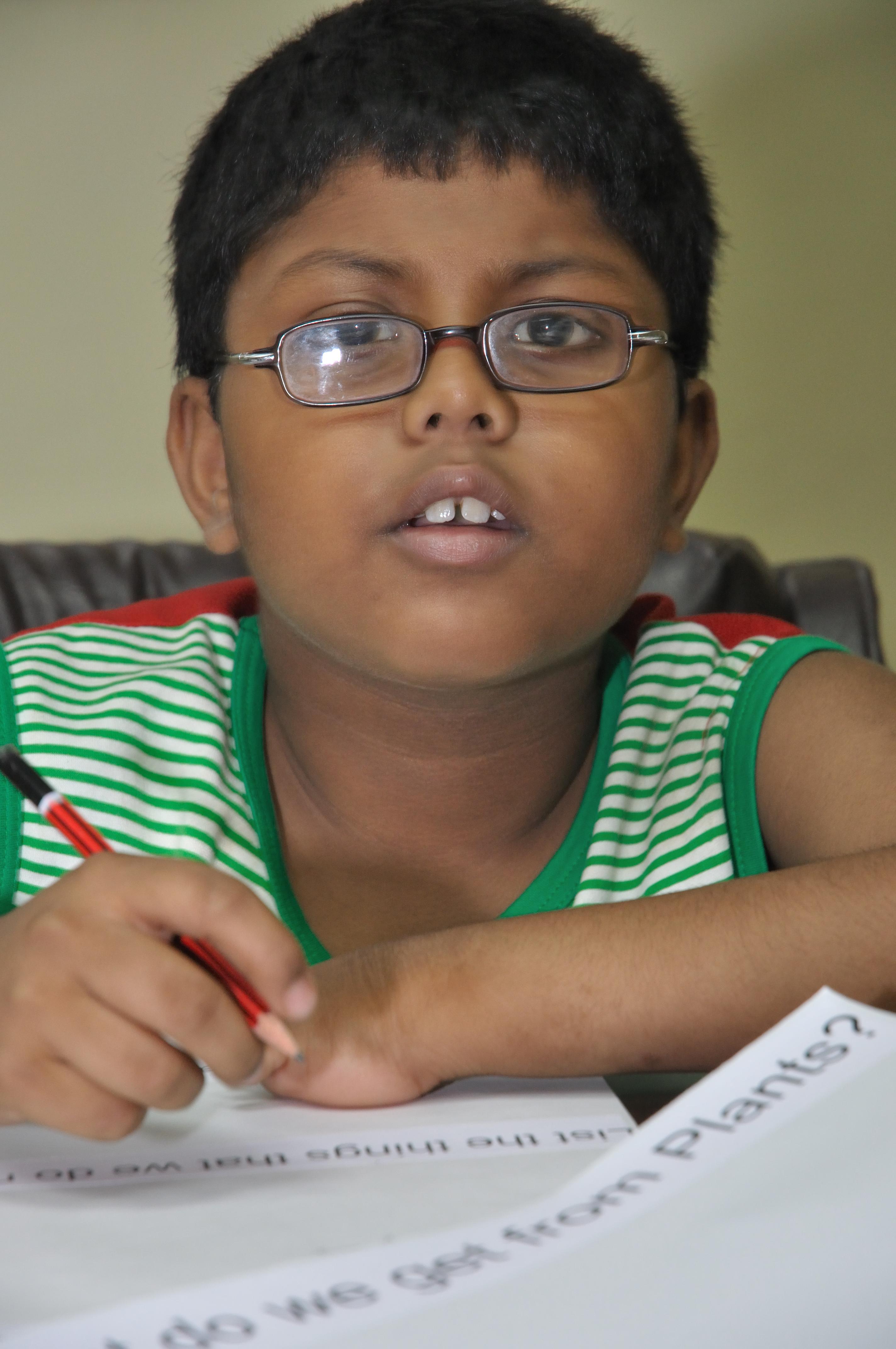 Description Indian Boy Child 4975.JPG