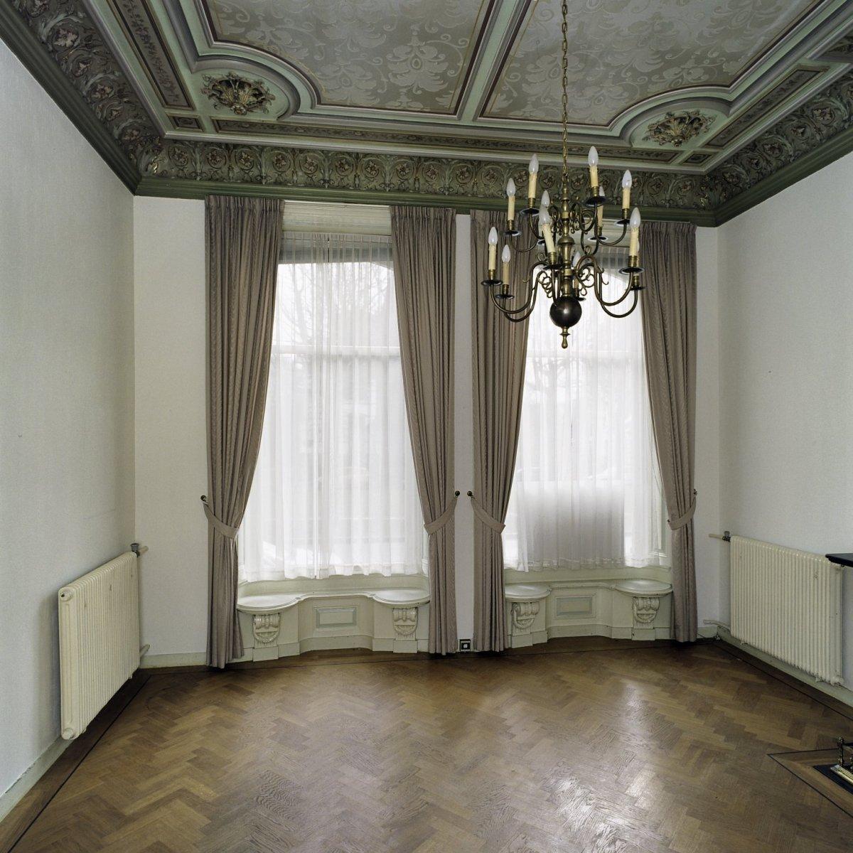 File interieur overzicht van de kamer aan de linker for Kamer interieur