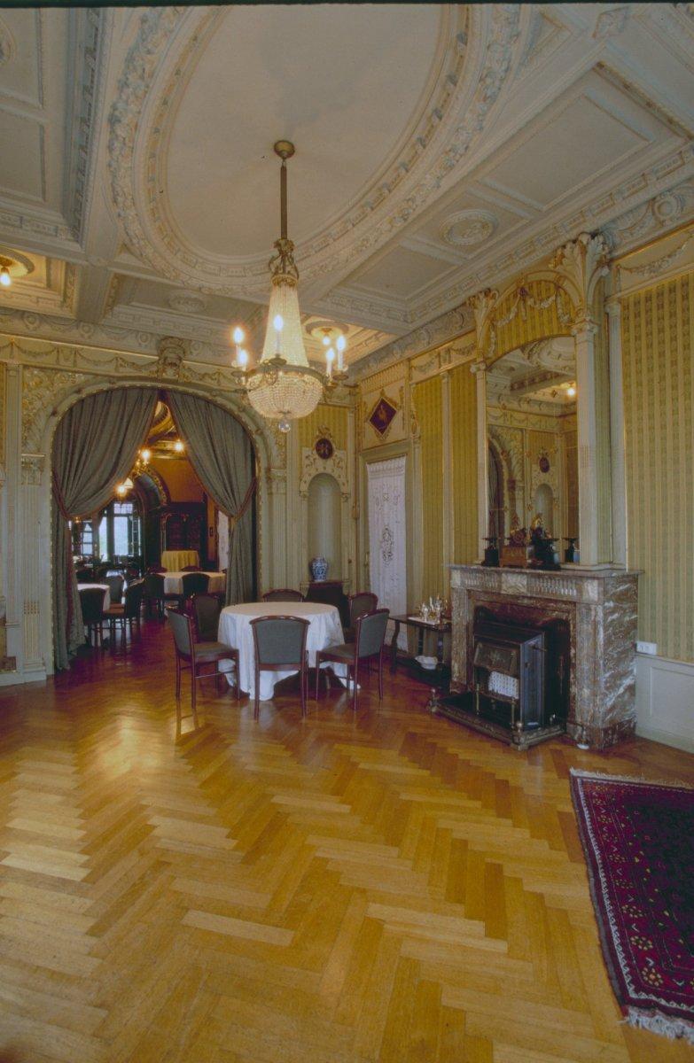 Bestand interieur overzicht van de opeenvolging der drie for Eclectische stijl interieur