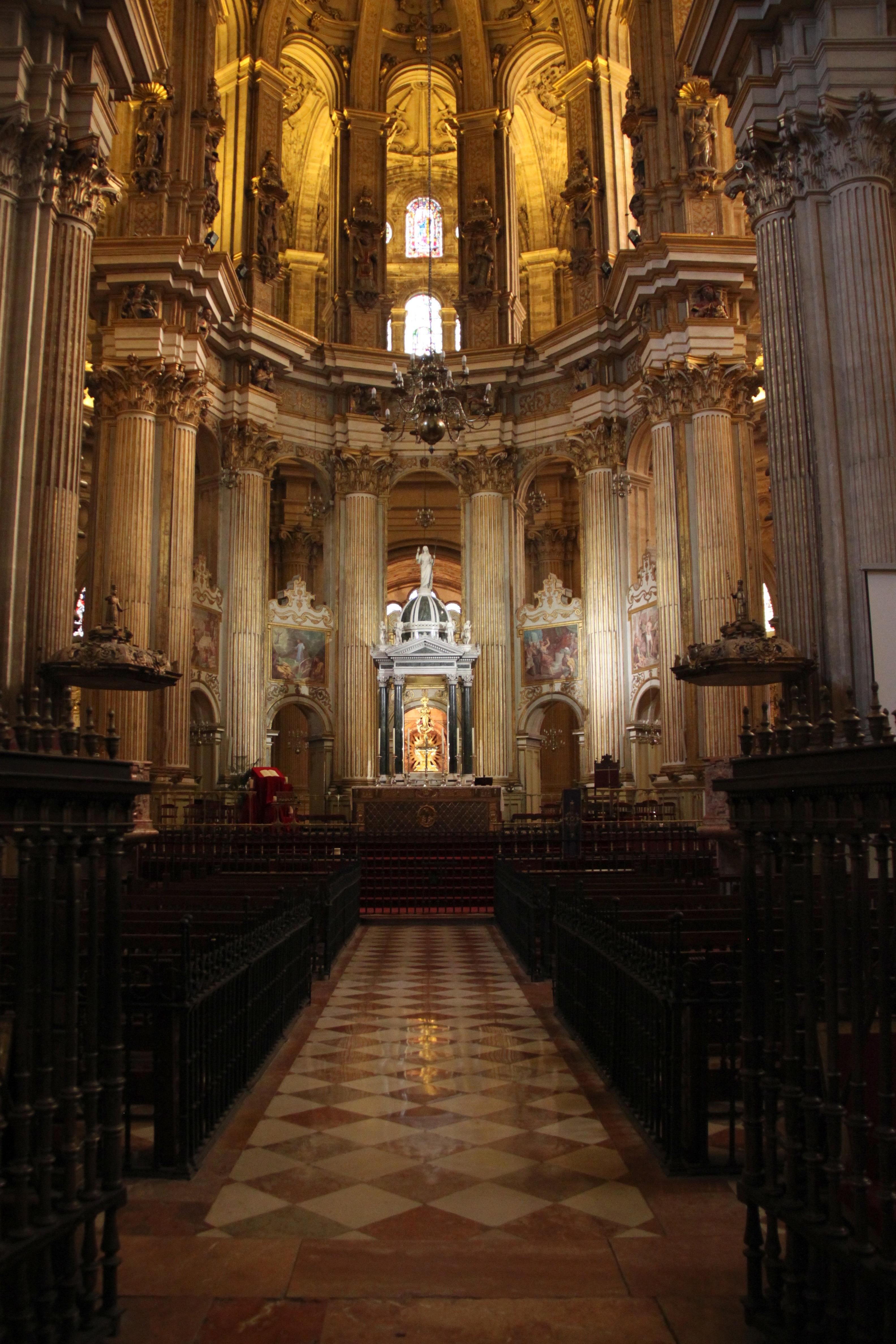 ... rincones para ... perdernos .... - Página 4 Interior_de_la_Catedral_de_M%C3%A1laga