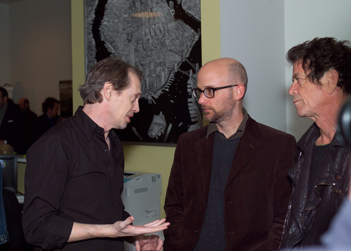 Lou Reed junto al actor Steve Buscemi y el músico Moby en la proyección del documental Iraq for Sale (octubre de 2006; Nueva York).