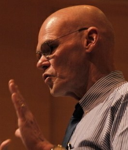 English: James Carville speaks at Adelphi Univ...