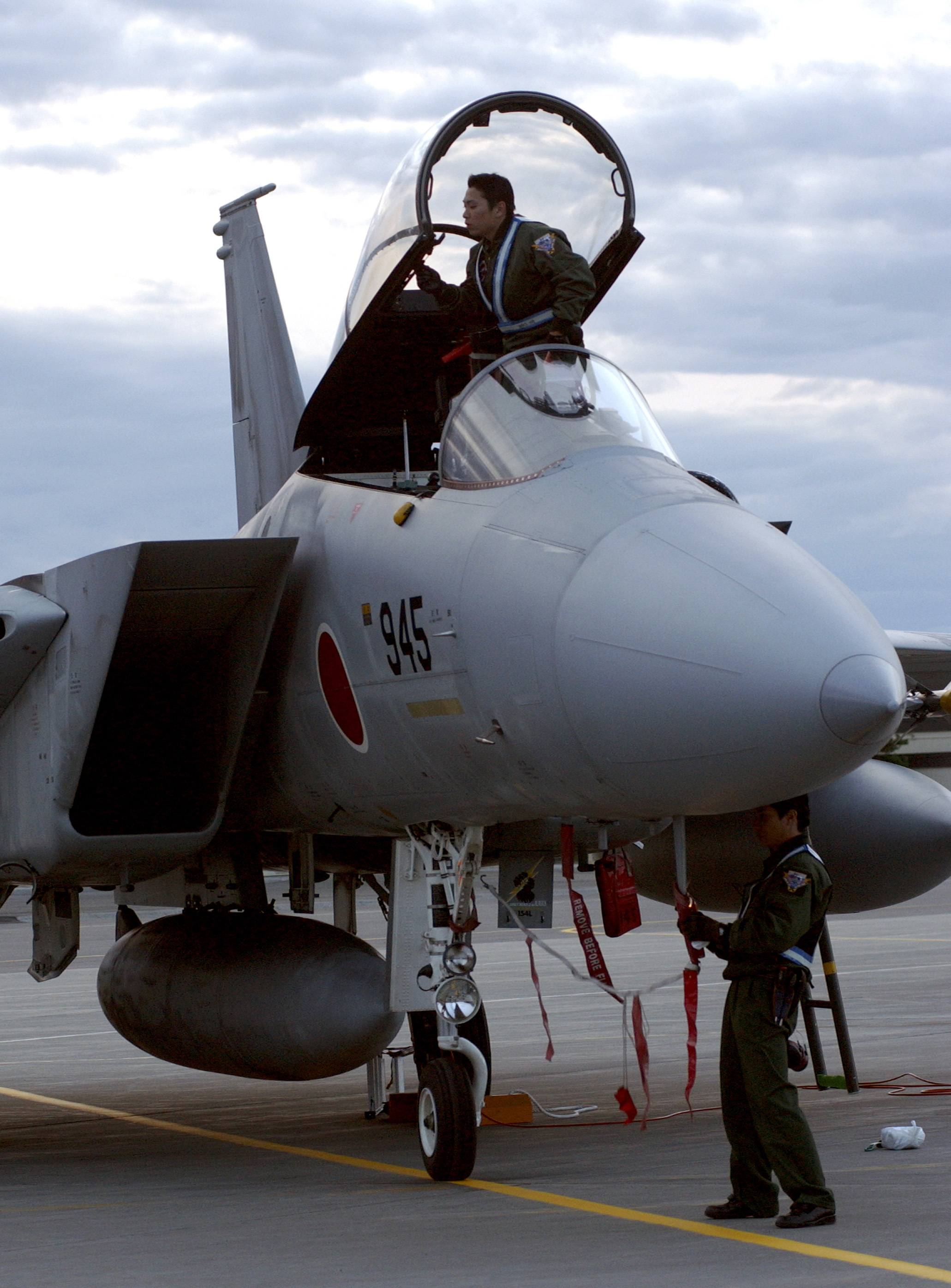 File Japanese Air Self Defense Force Maintainers Work On A F 15j
