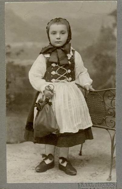 Junge als Mädchen verkleidet Fastnacht Ulm c1910