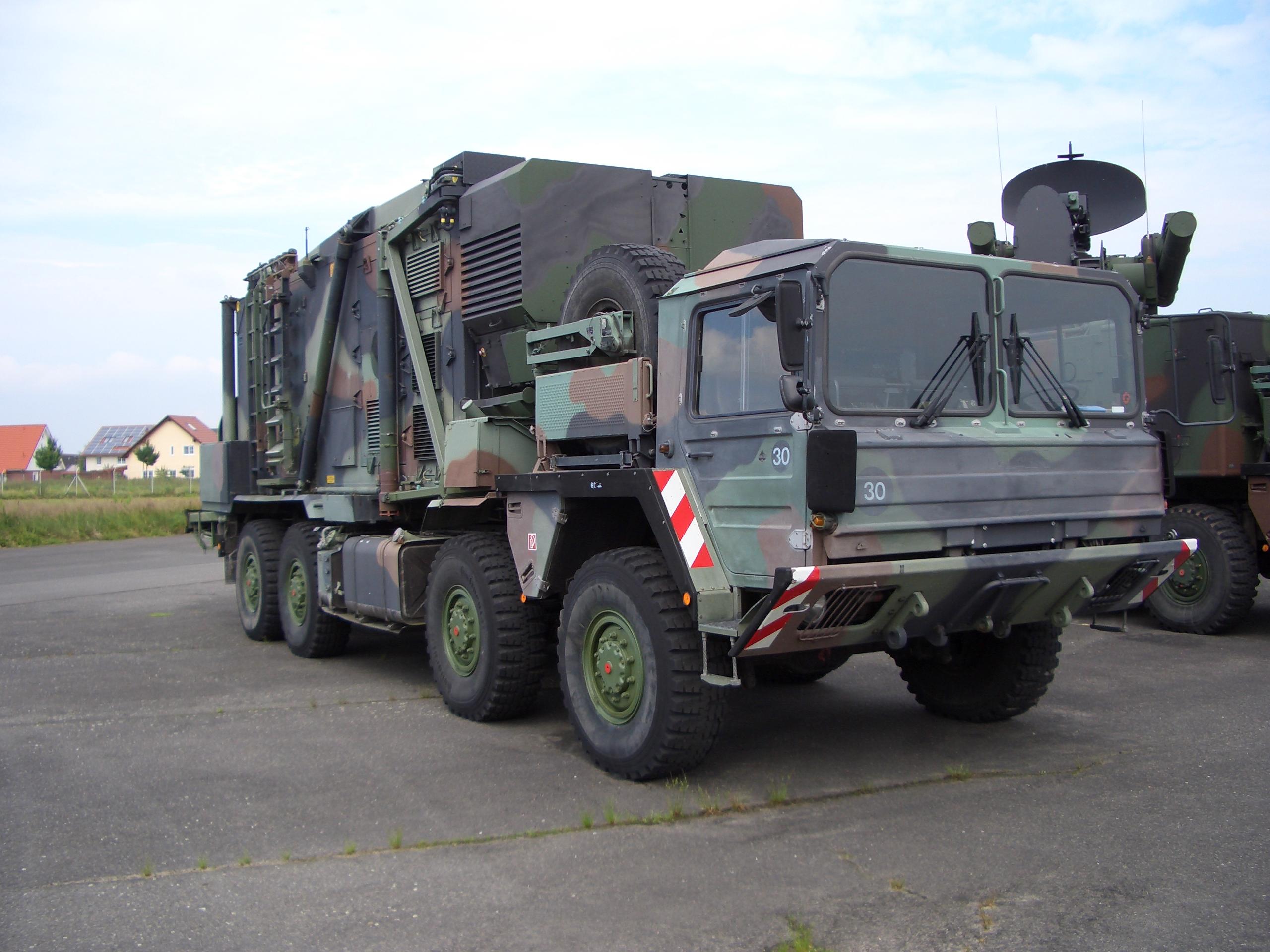 LKW_Luftabwehr_-_Roland_FlaRak.jpg