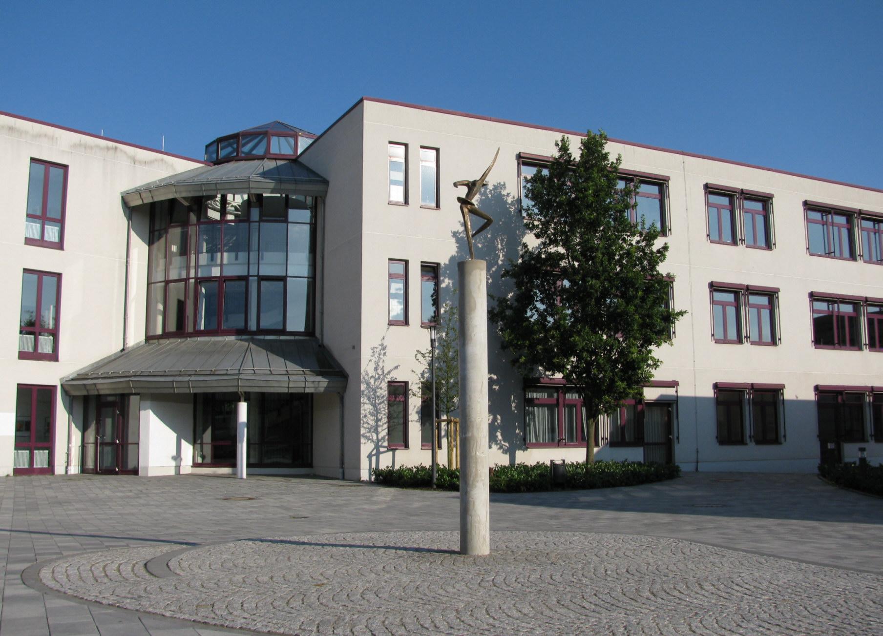 File Llg Giessen Haus D Mit Skulptur Giessen Mitte 2009 2 Jpg