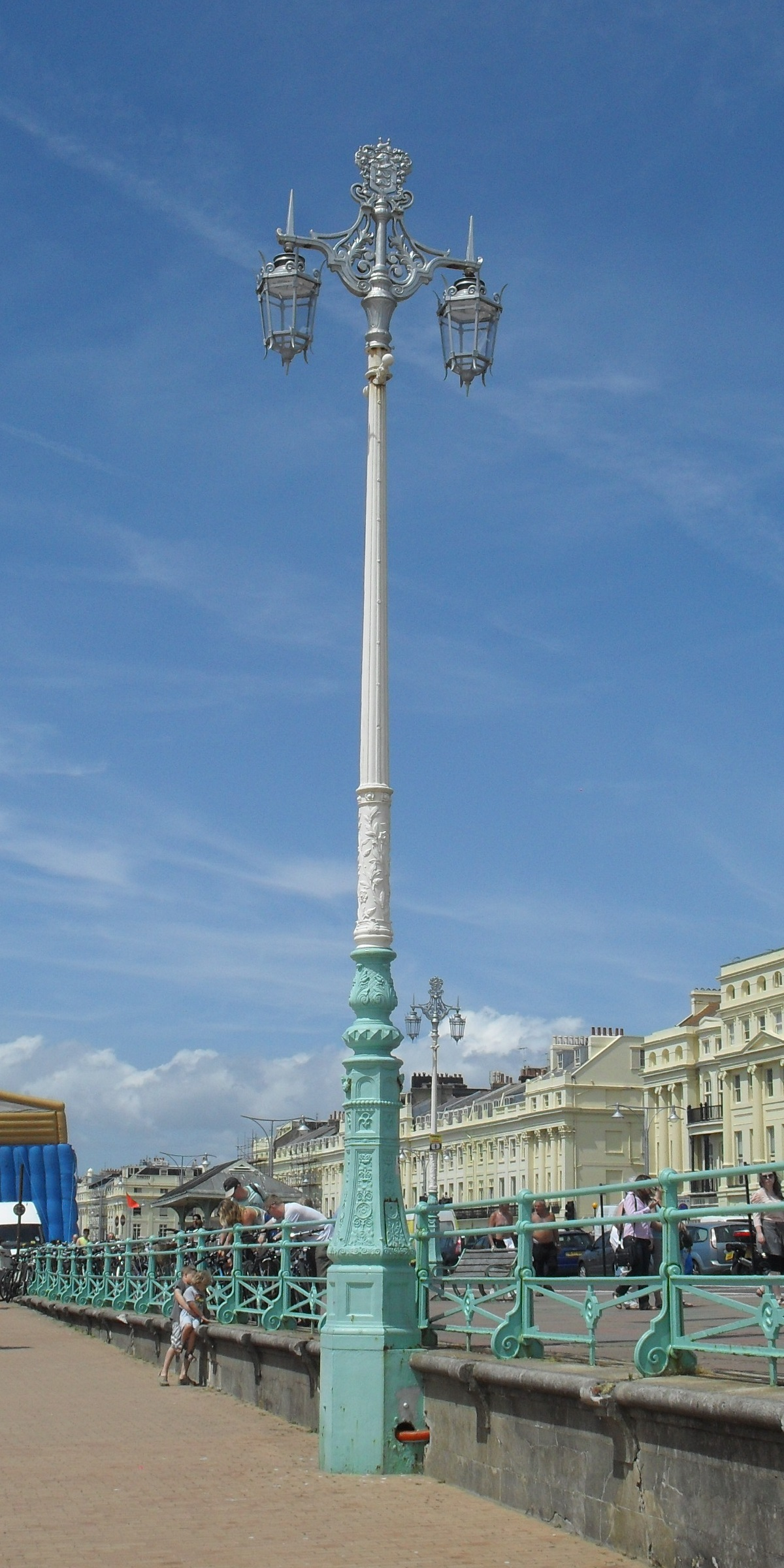File Lamp Post At The Esplanade King S Road Brighton Ioe Code