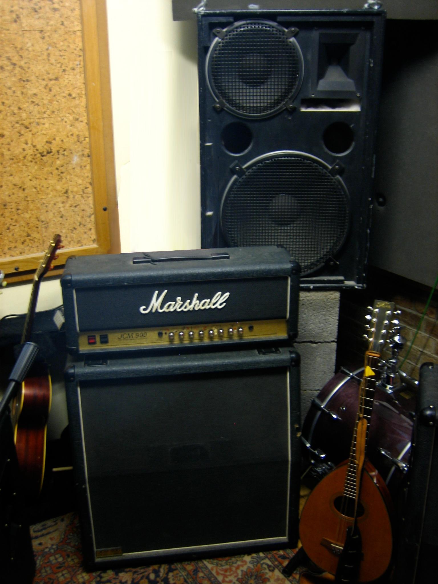 File Marshall Monitor Speaker On The Tracking Room