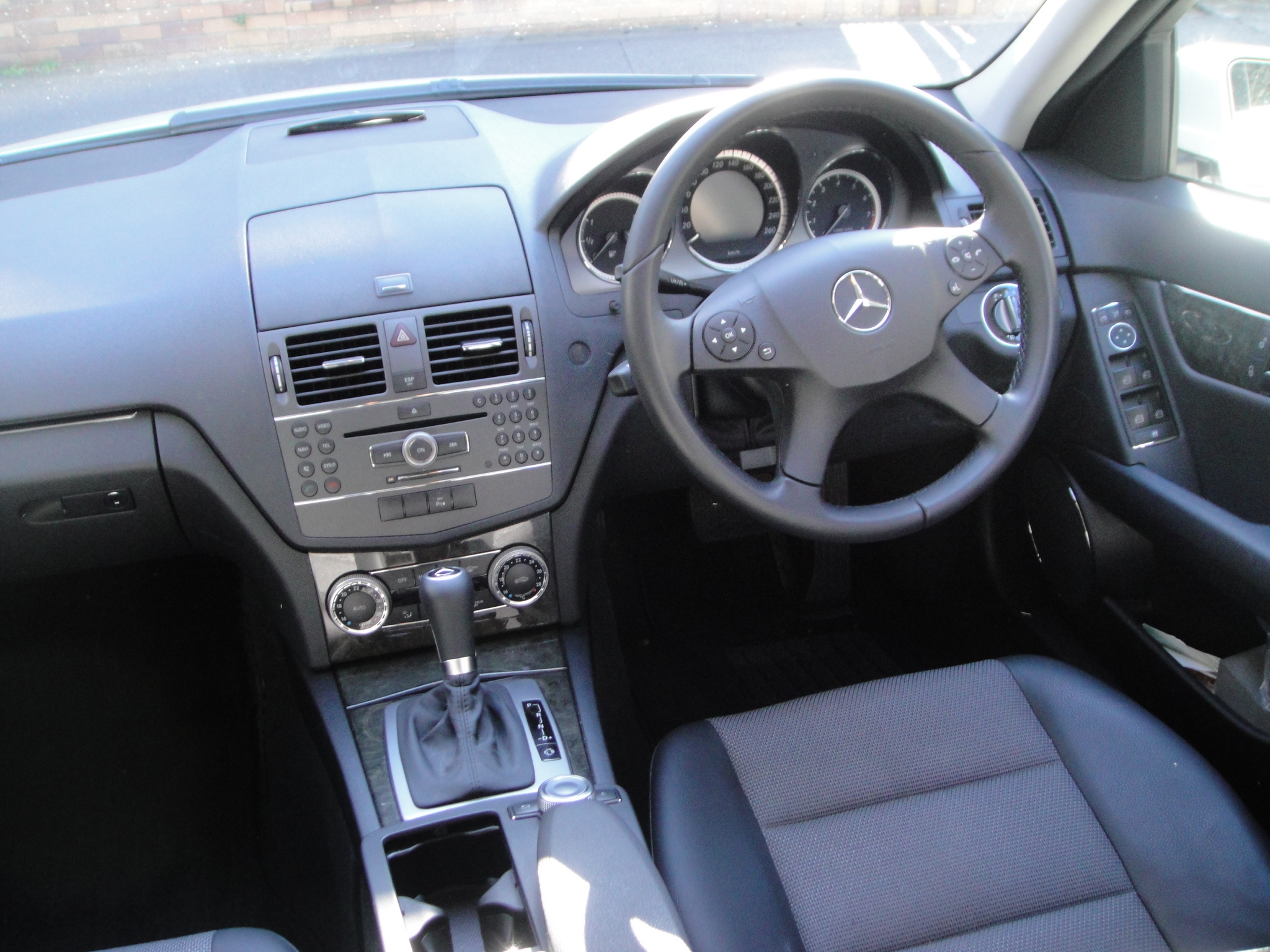 File mercedes benz w204 front seat jpg wikimedia commons for Interieur w204
