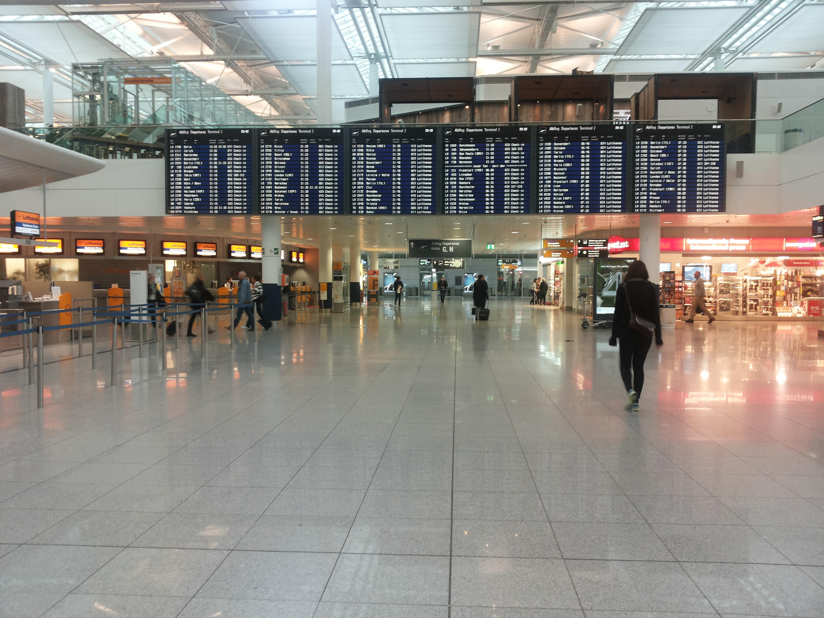 Bildergebnis für Wikimedia Commons Bilder München Flughafen Ankunft