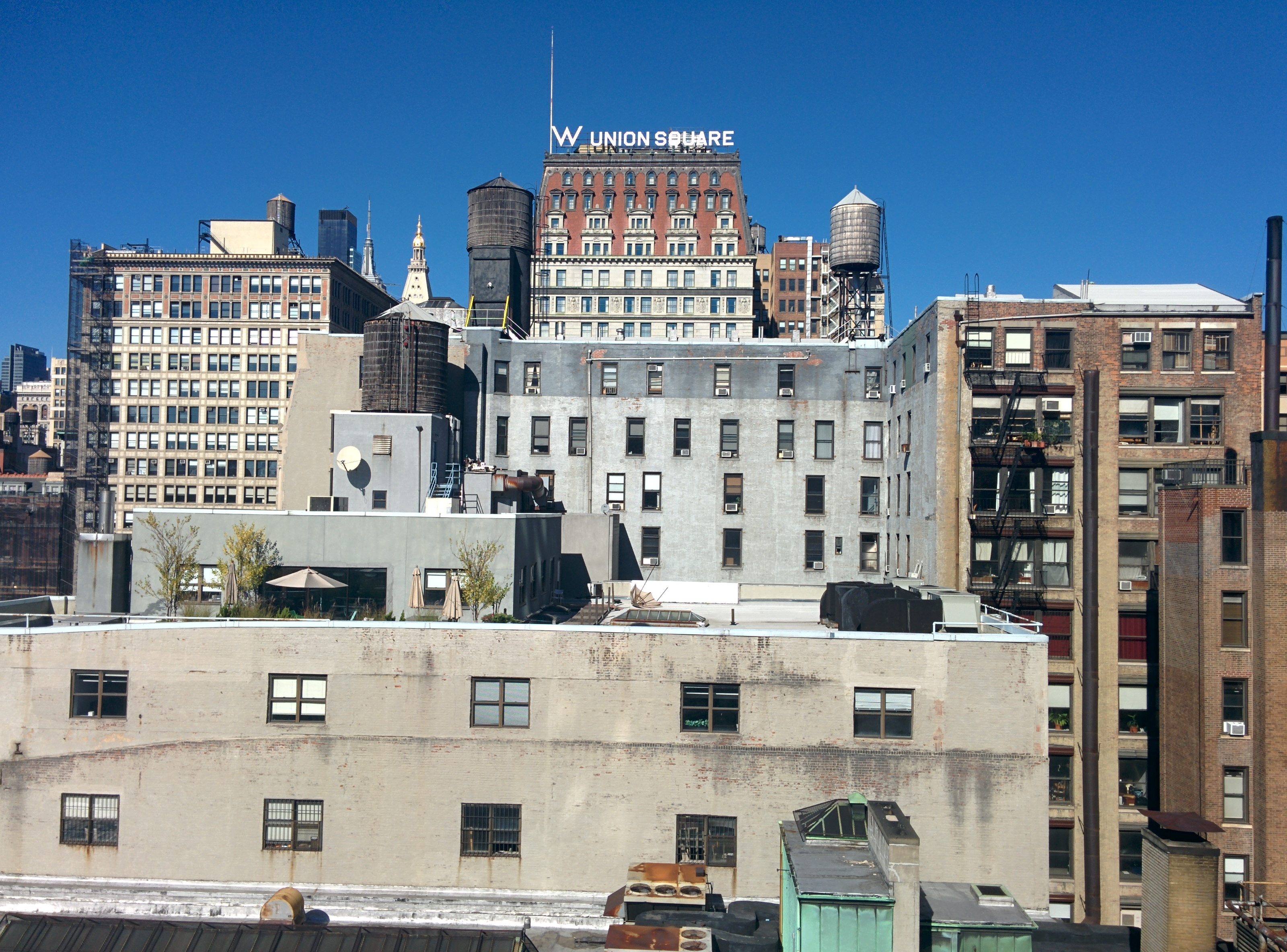 file nyc rooftops with water towers w hotel in union. Black Bedroom Furniture Sets. Home Design Ideas