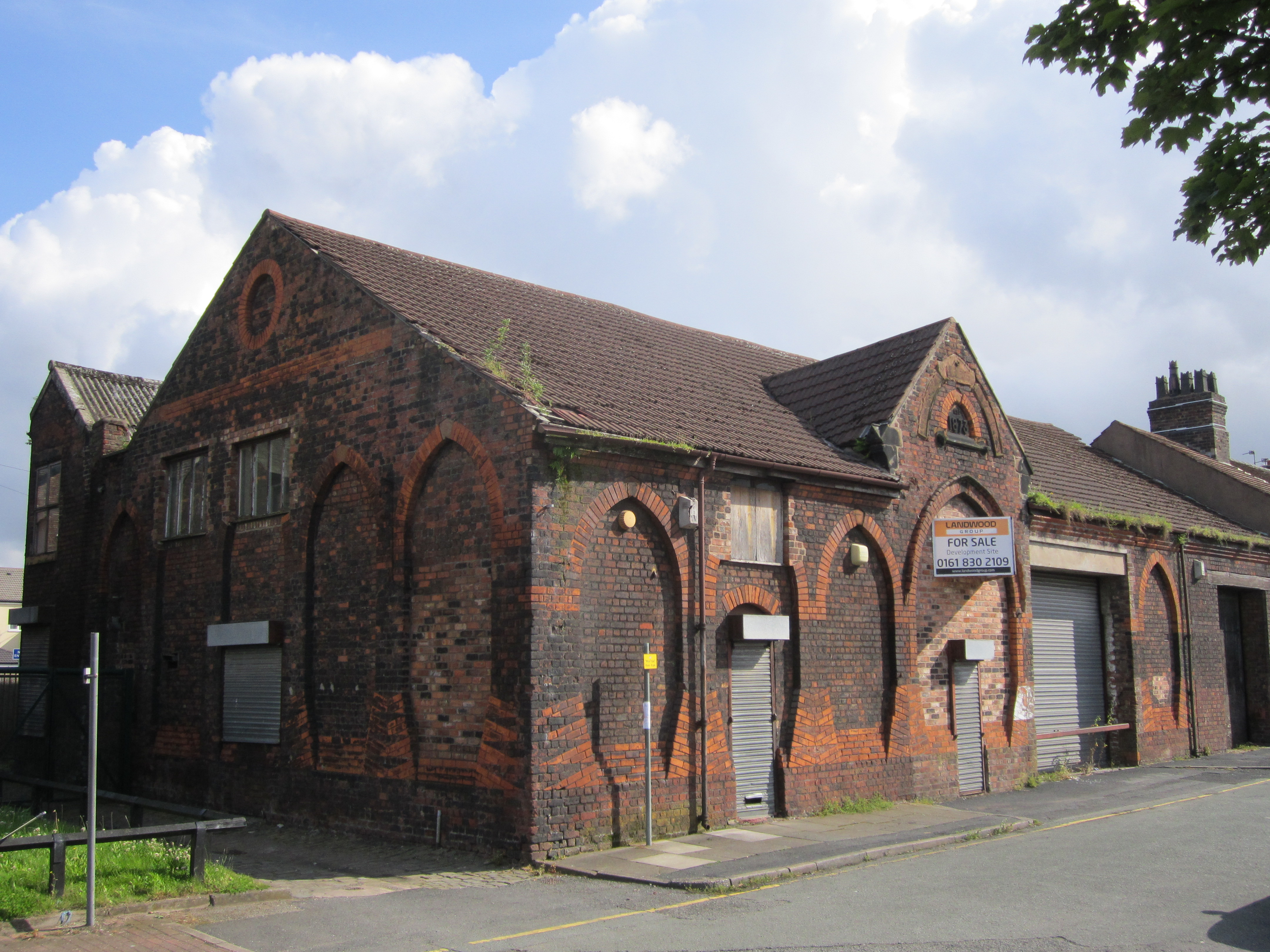 File:Old church building for sale, Widnes.JPG - Wikimedia Commons
