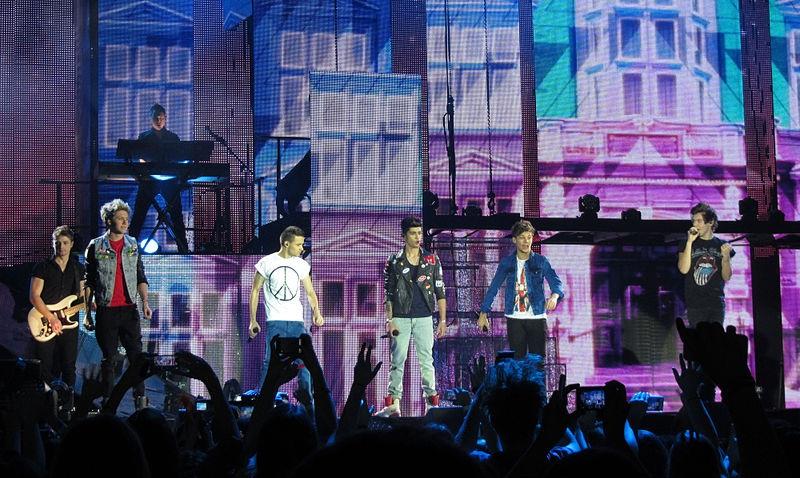 File:One Direction, SECC, Glasgow 12.Corte.jpg