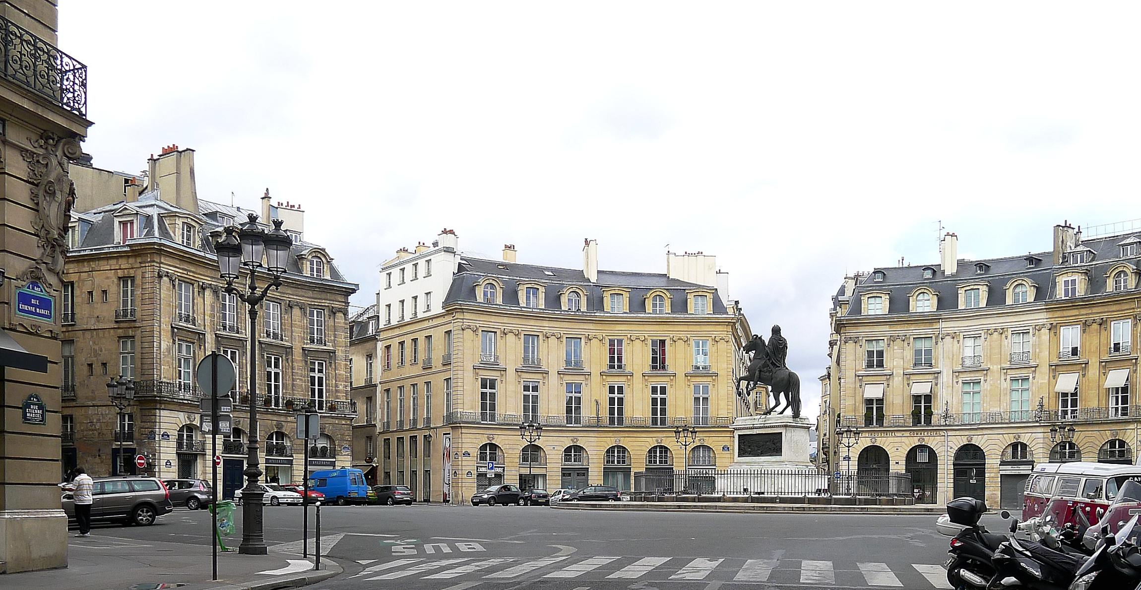File p1120253 paris ier et ii place des victoires rwk jpg wikimedia commons - Place des victoires metro ...