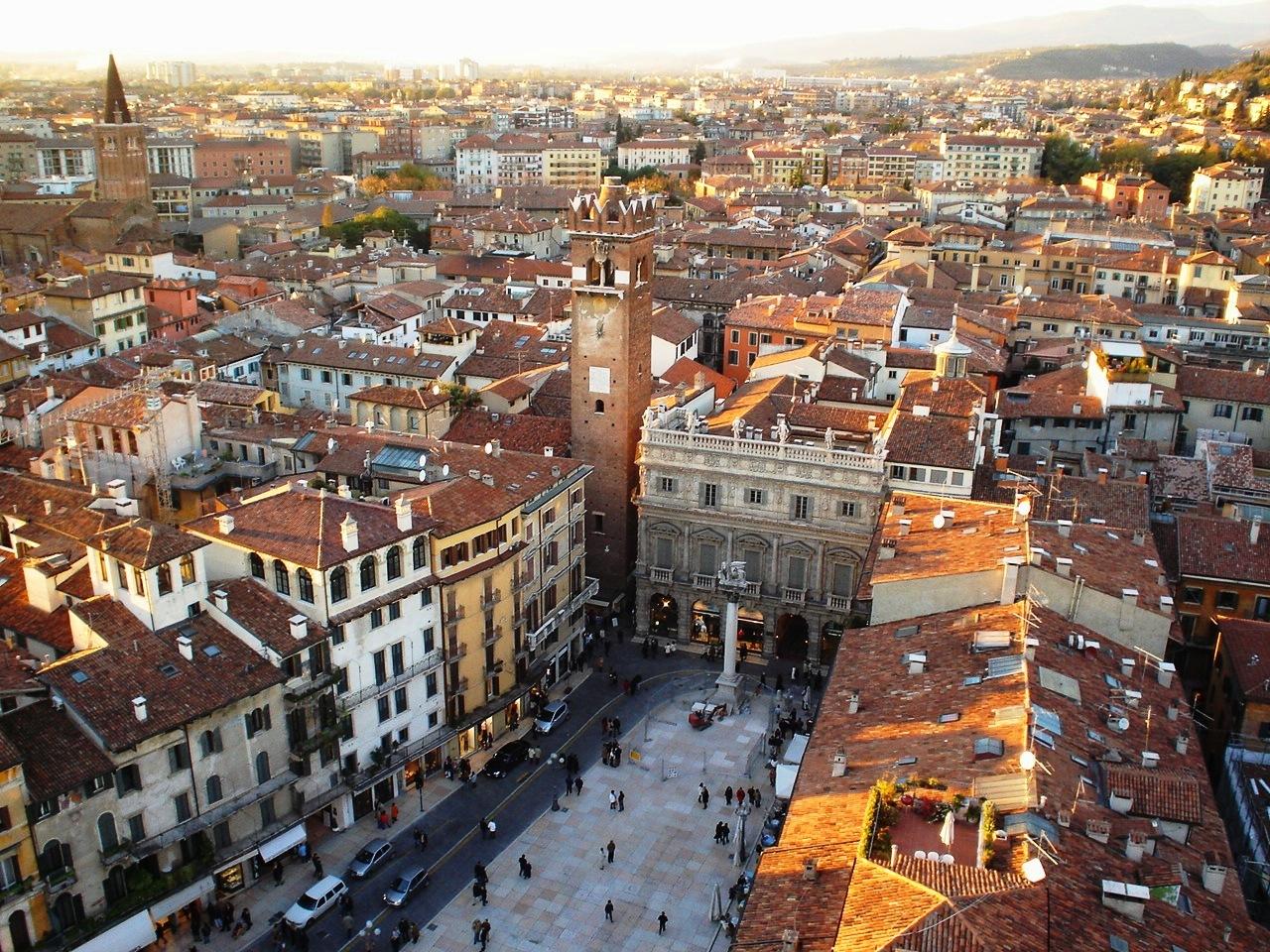 Vicenza Italy  City pictures : Soubor:PIAZZA ERBE DA TORRE LAMBERTI