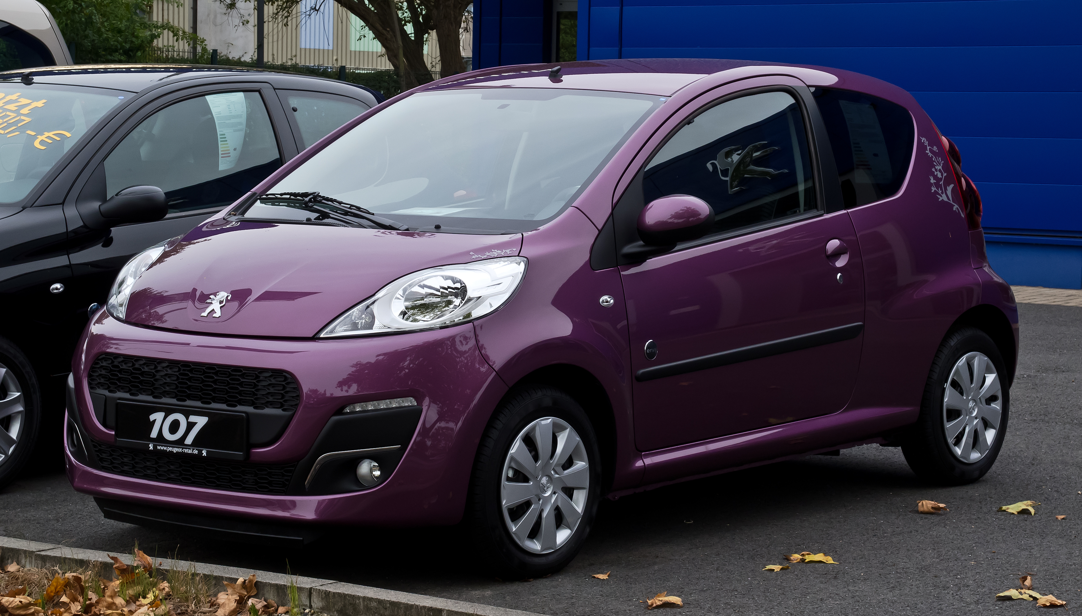 file peugeot 107 68 envy 2 facelift frontansicht 23 september 2012. Black Bedroom Furniture Sets. Home Design Ideas