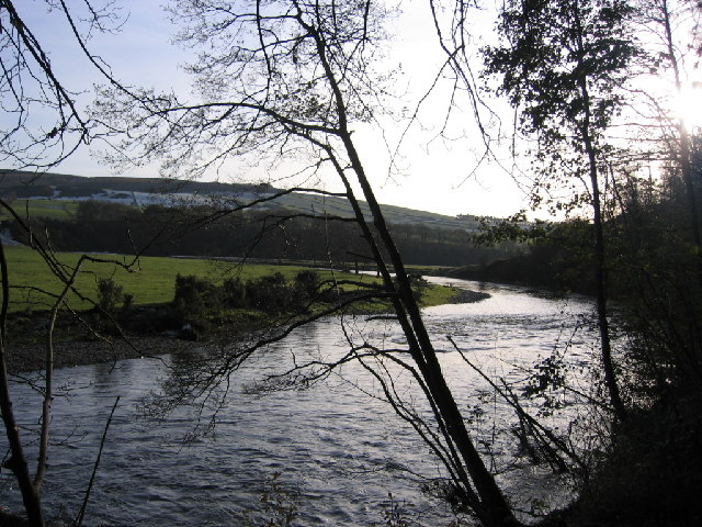 File:River Derwent on the bend quite full. - geograph.org.uk - 80901.jpg